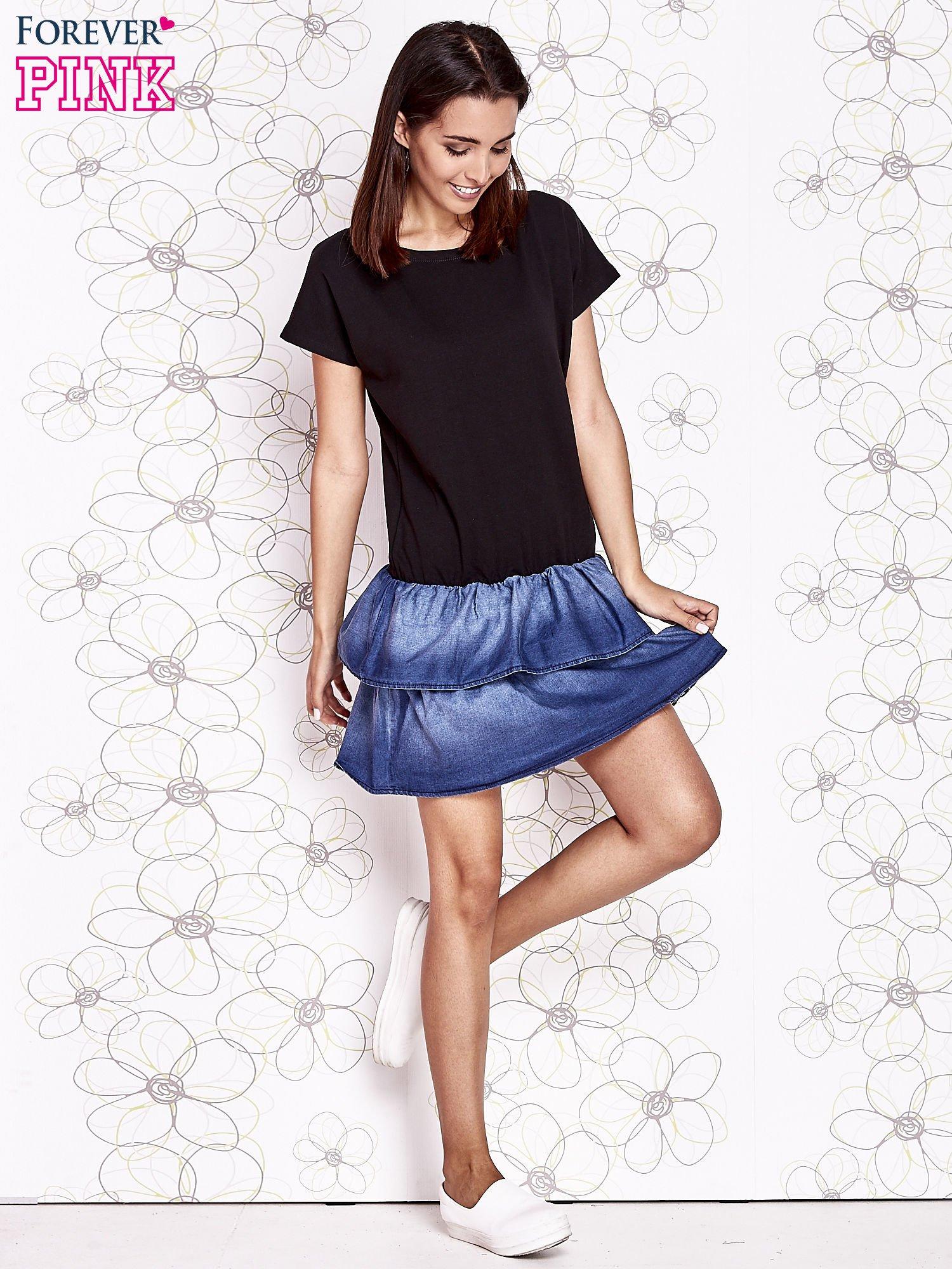 Czarna sukienka dresowa z jeansowym dołem                                  zdj.                                  2