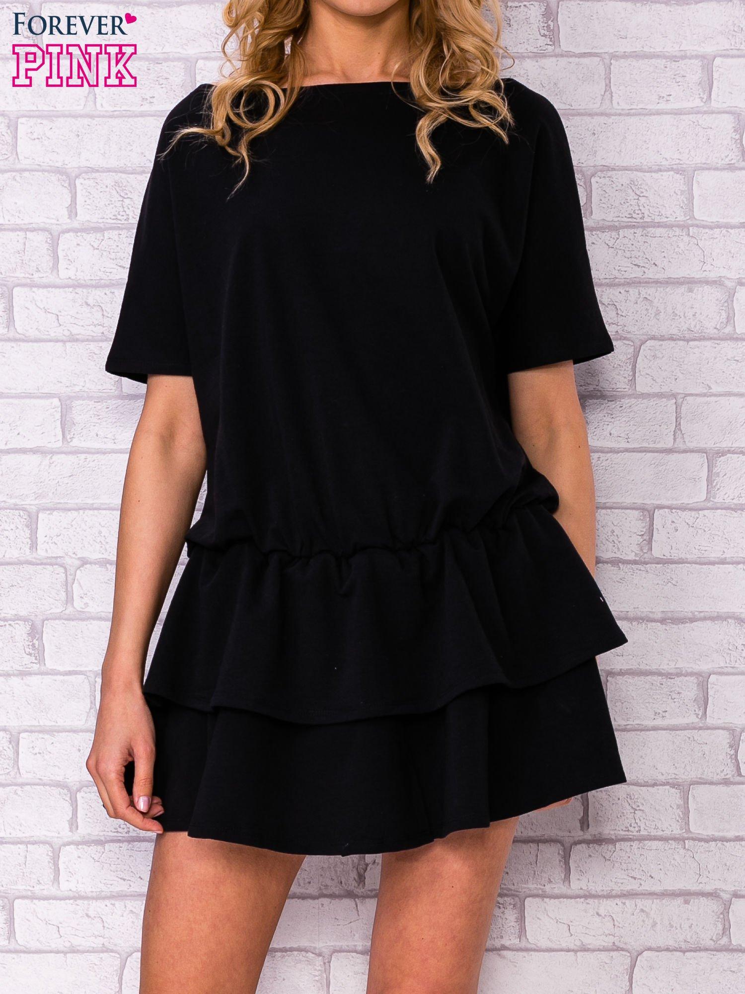Czarna sukienka dresowa z podwójną falbaną                                  zdj.                                  1