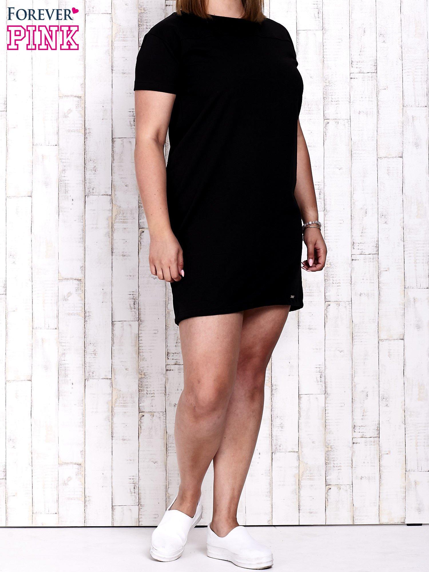 Czarna sukienka dresowa ze ściągaczem na dole                                  zdj.                                  2