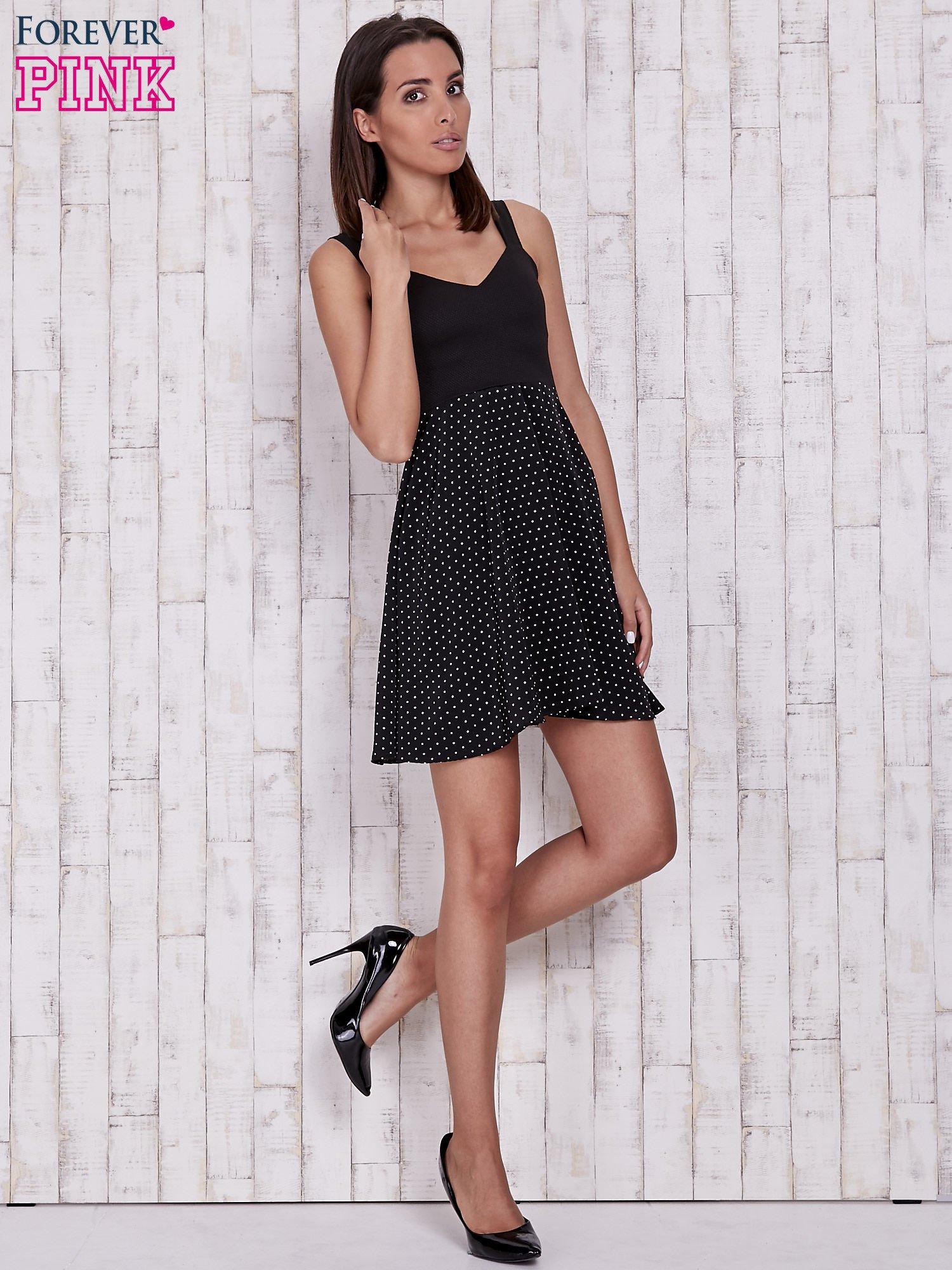 Czarna sukienka retro w groszki na ramiączkach                                  zdj.                                  4