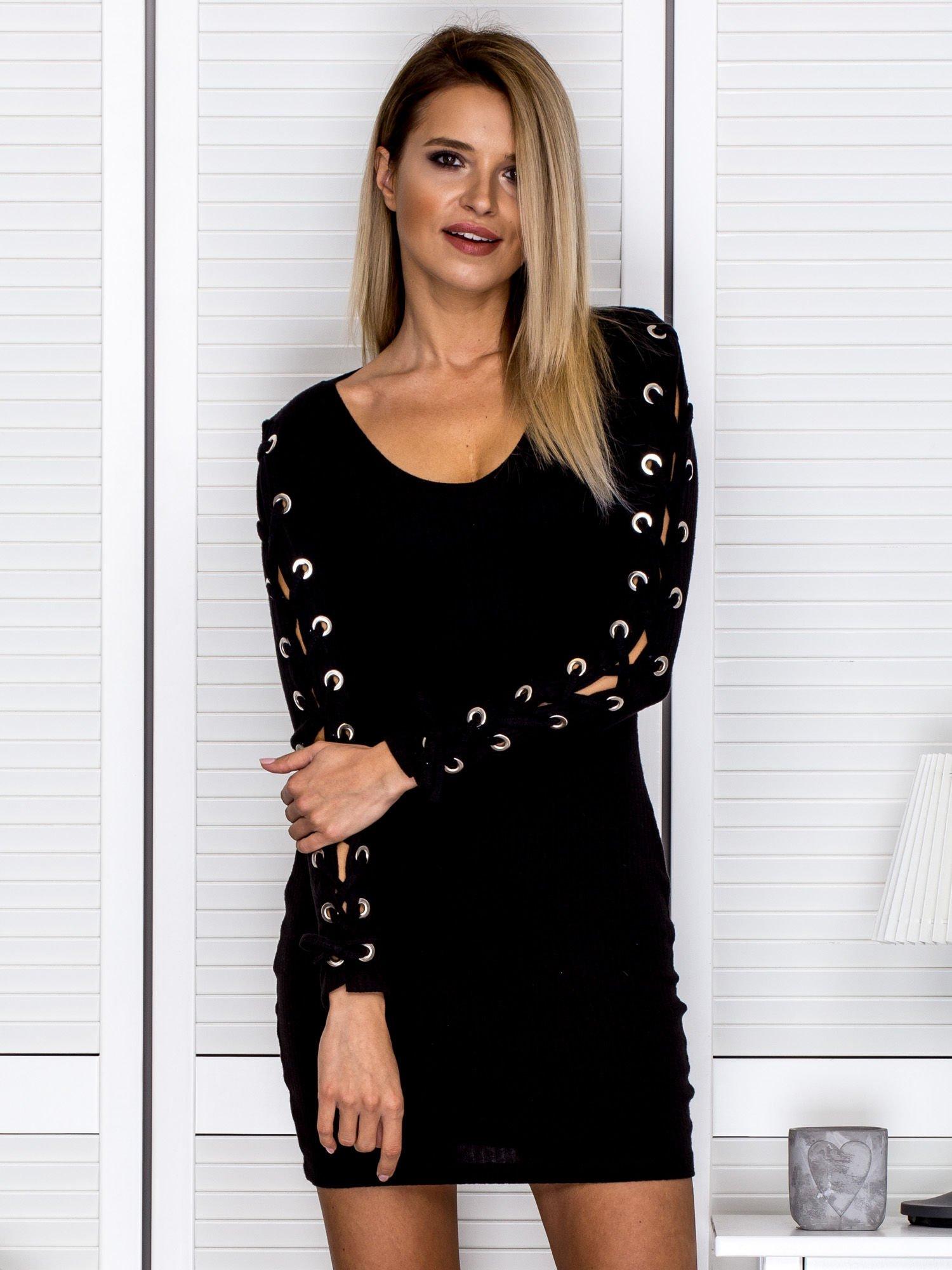 https://static5.ebutik.pl/pol_pl_Czarna-sukienka-w-prazek-ze-sznurowanymi-rekawami-247407_5.jpg