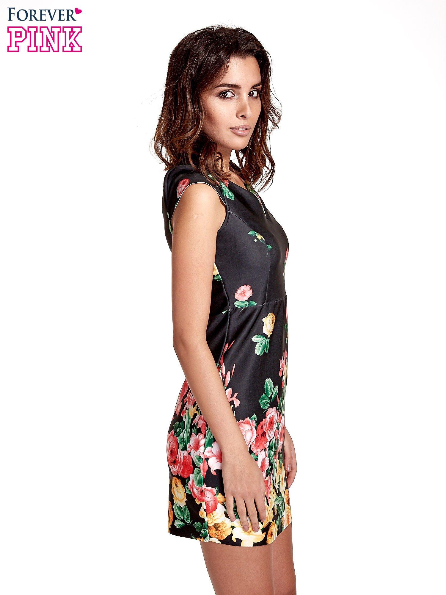 Czarna sukienka z kwiatowym nadrukiem                                  zdj.                                  3