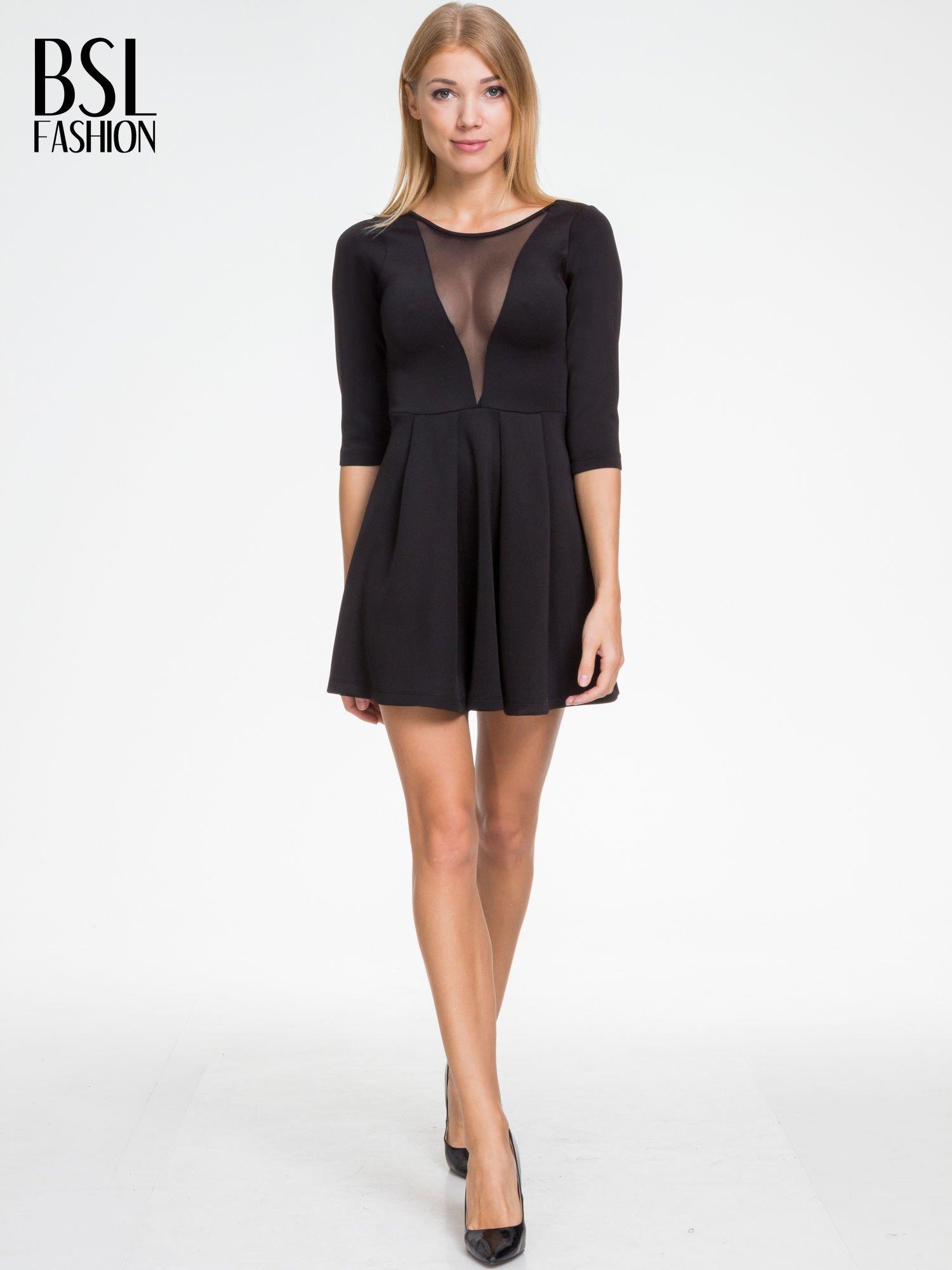 Czarna sukienka z tiulowym głębokim dekoltem                                  zdj.                                  2