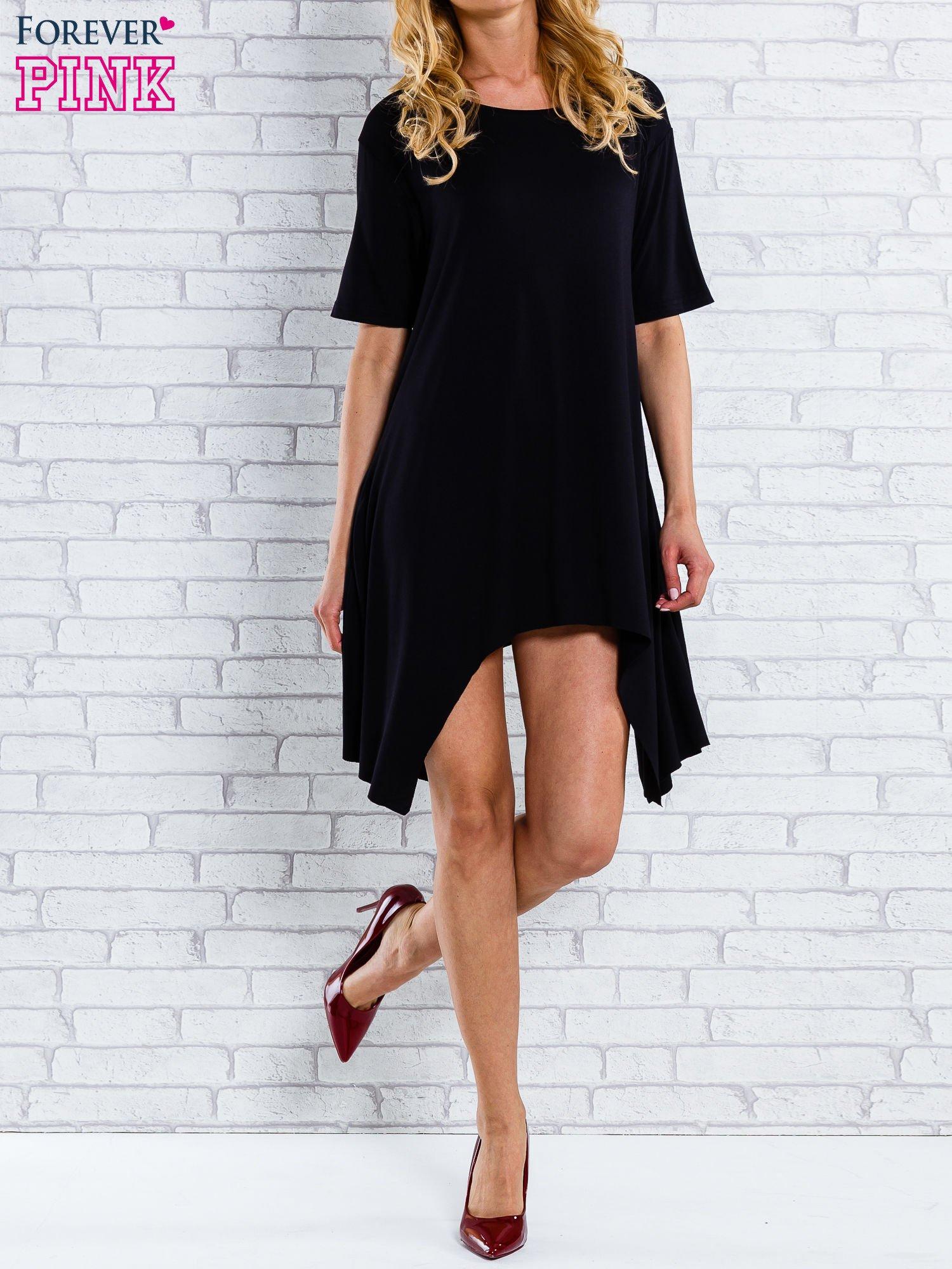 Czarna sukienka z wydłużanymi bokami                                  zdj.                                  2