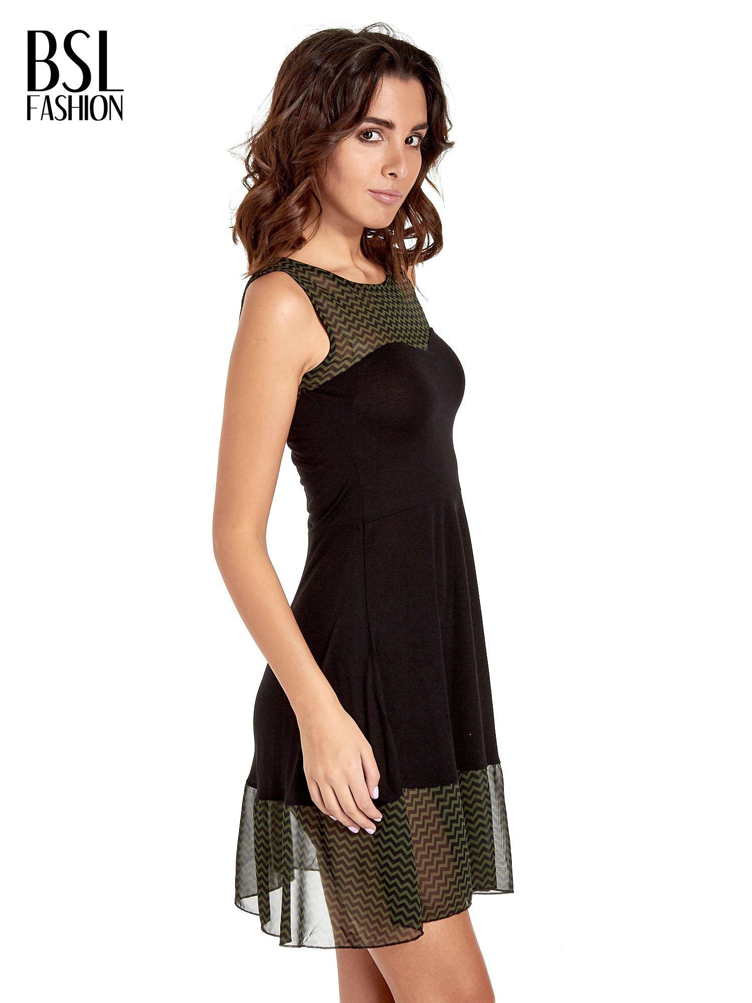 Czarna sukienka z zieloną wstawką na górze i falbaną                                  zdj.                                  3