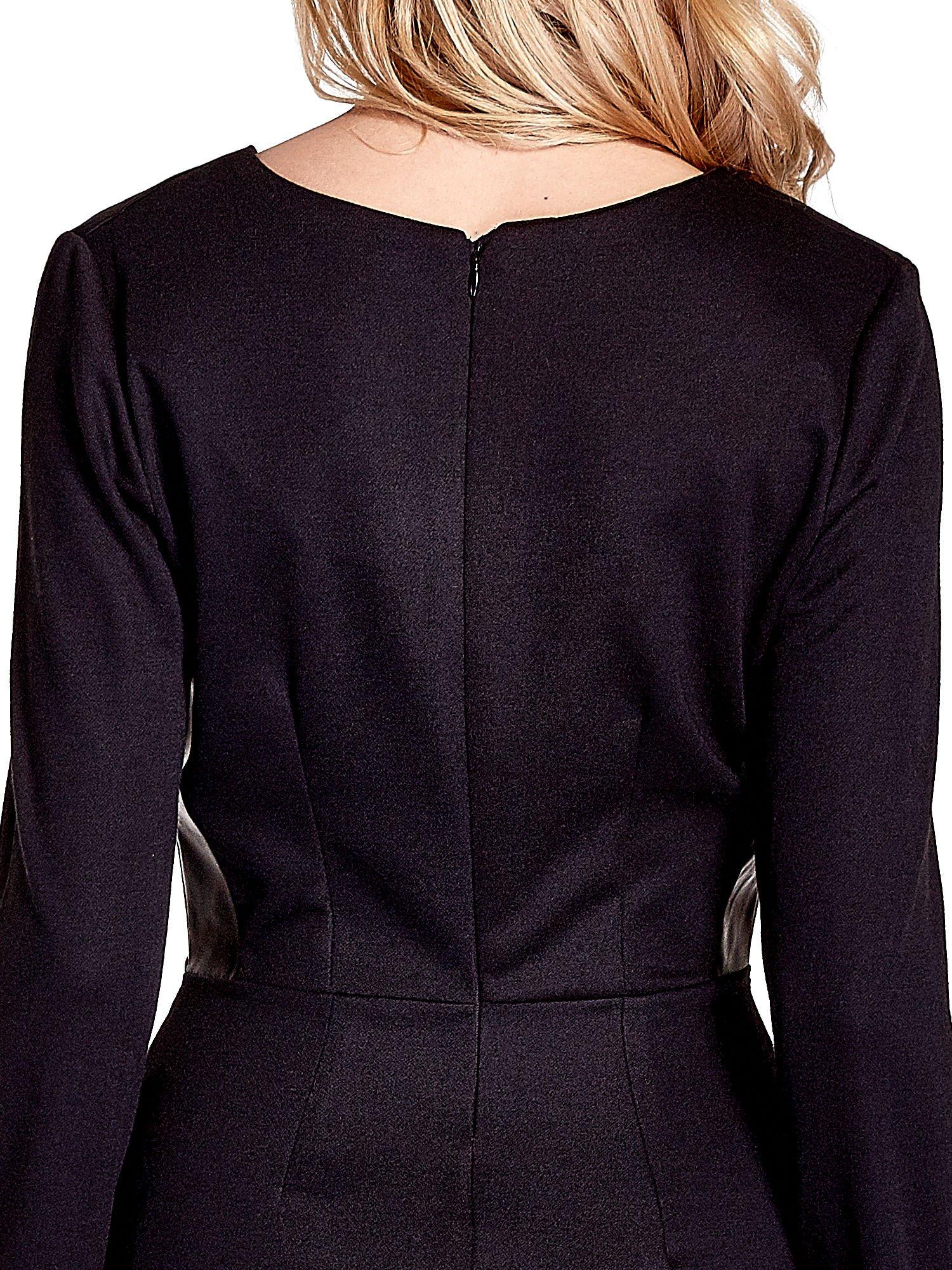 Czarna sukienka ze skórzanymi wstawkami                                  zdj.                                  6