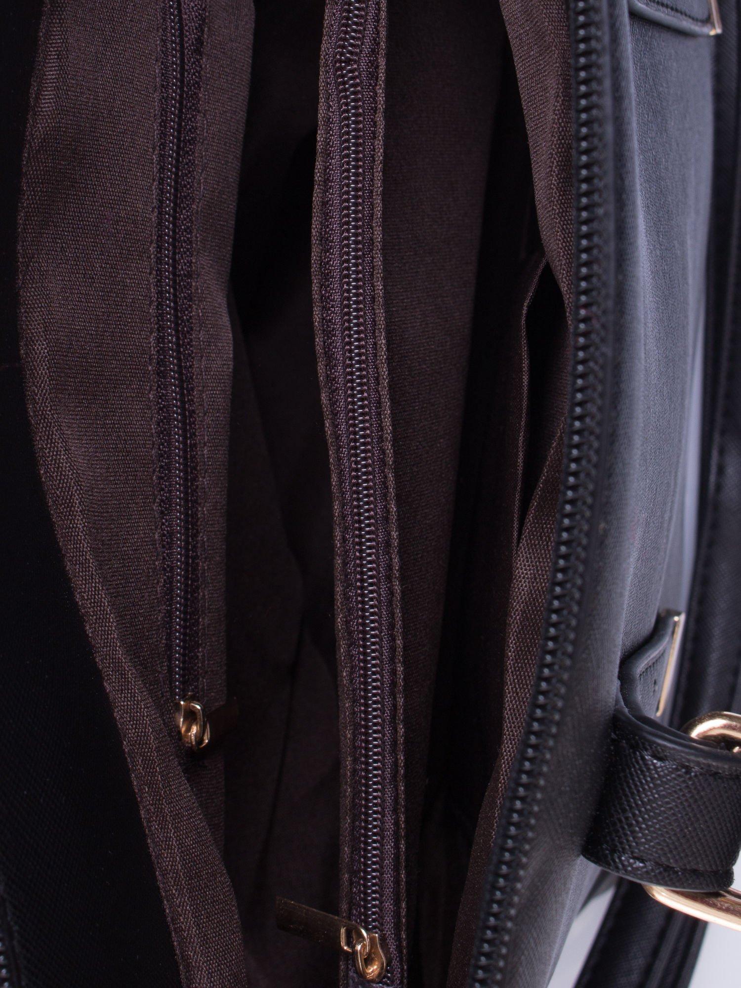 Czarna torba na ramię z ozdobnymi detalami                                   zdj.                                  6