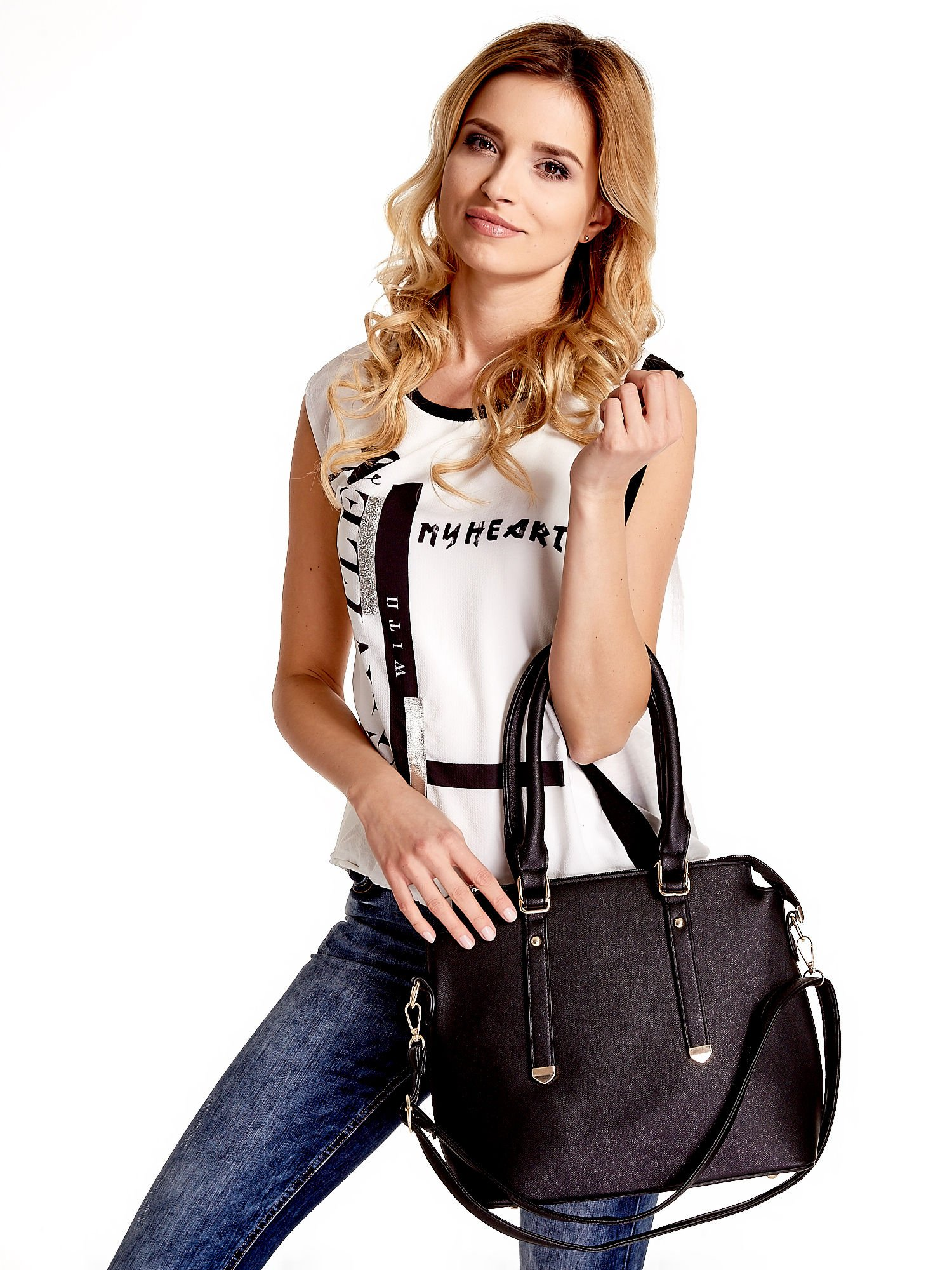 Czarna torba na ramię z ozdobnymi detalami                                   zdj.                                  1