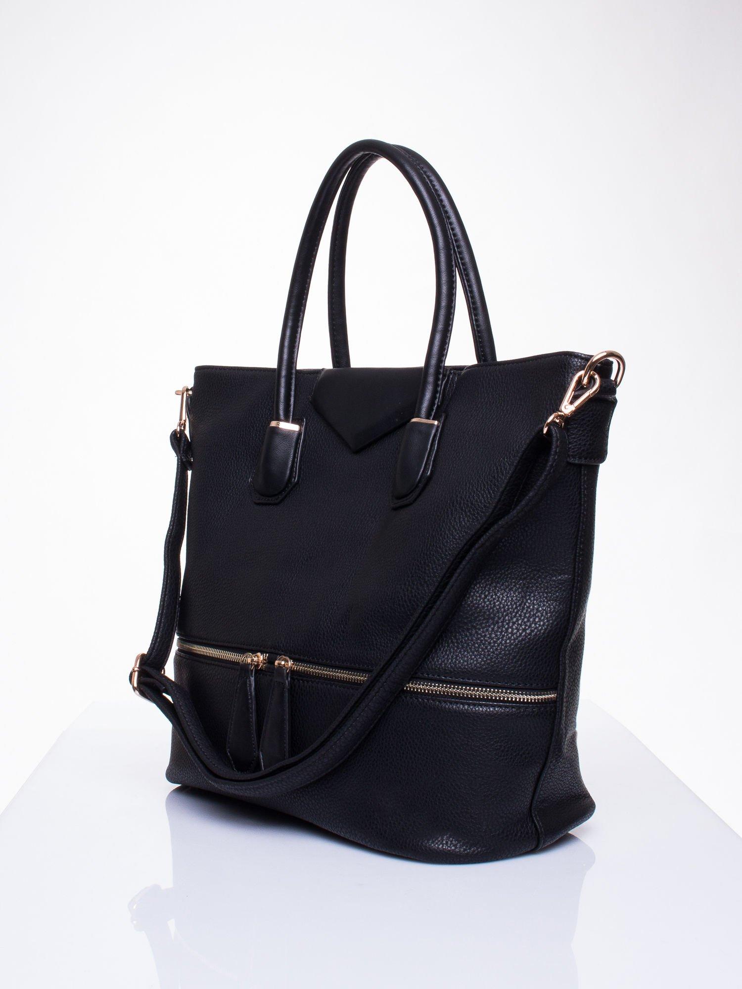 Czarna torba z ozdobnymi suwakami na dole                                  zdj.                                  3