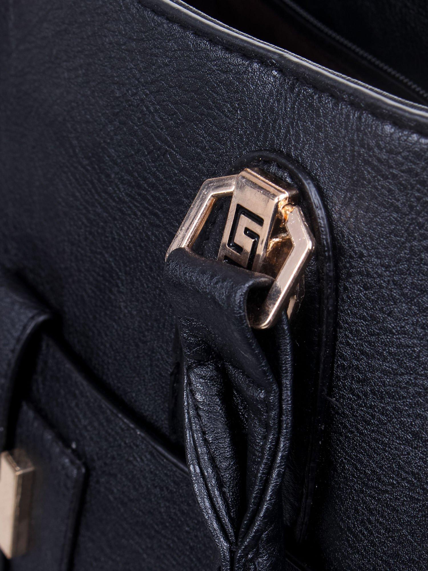 Czarna torba z tłoczonej skóry ze złotymi detalami                                  zdj.                                  12