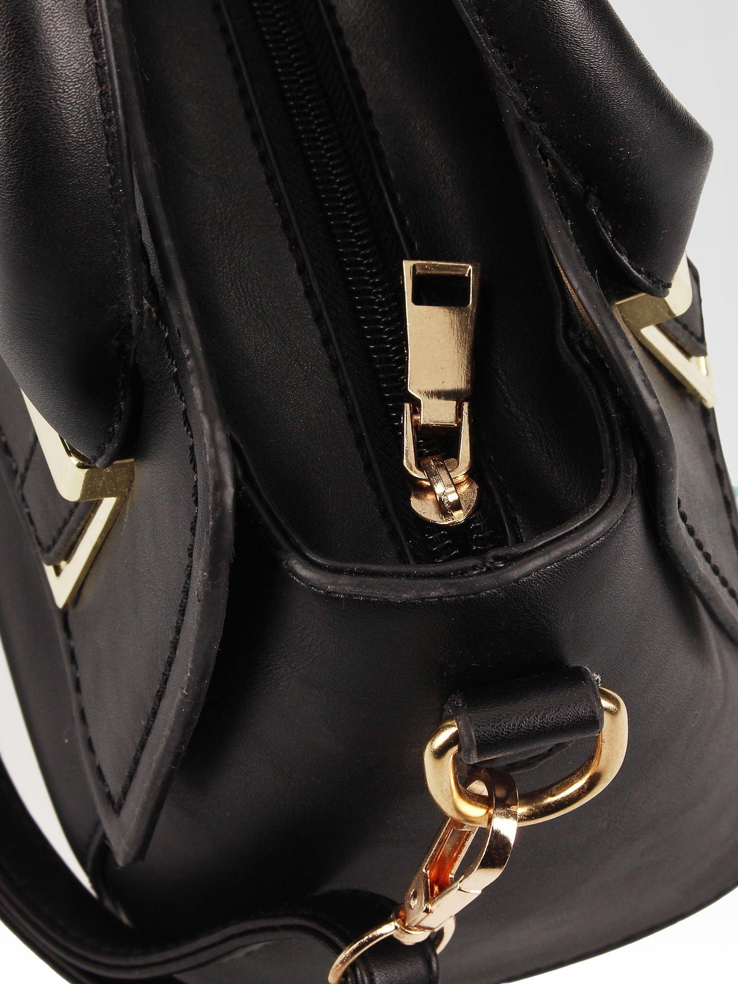 Czarna torebka kuferek z odpinanym paskiem                                  zdj.                                  9