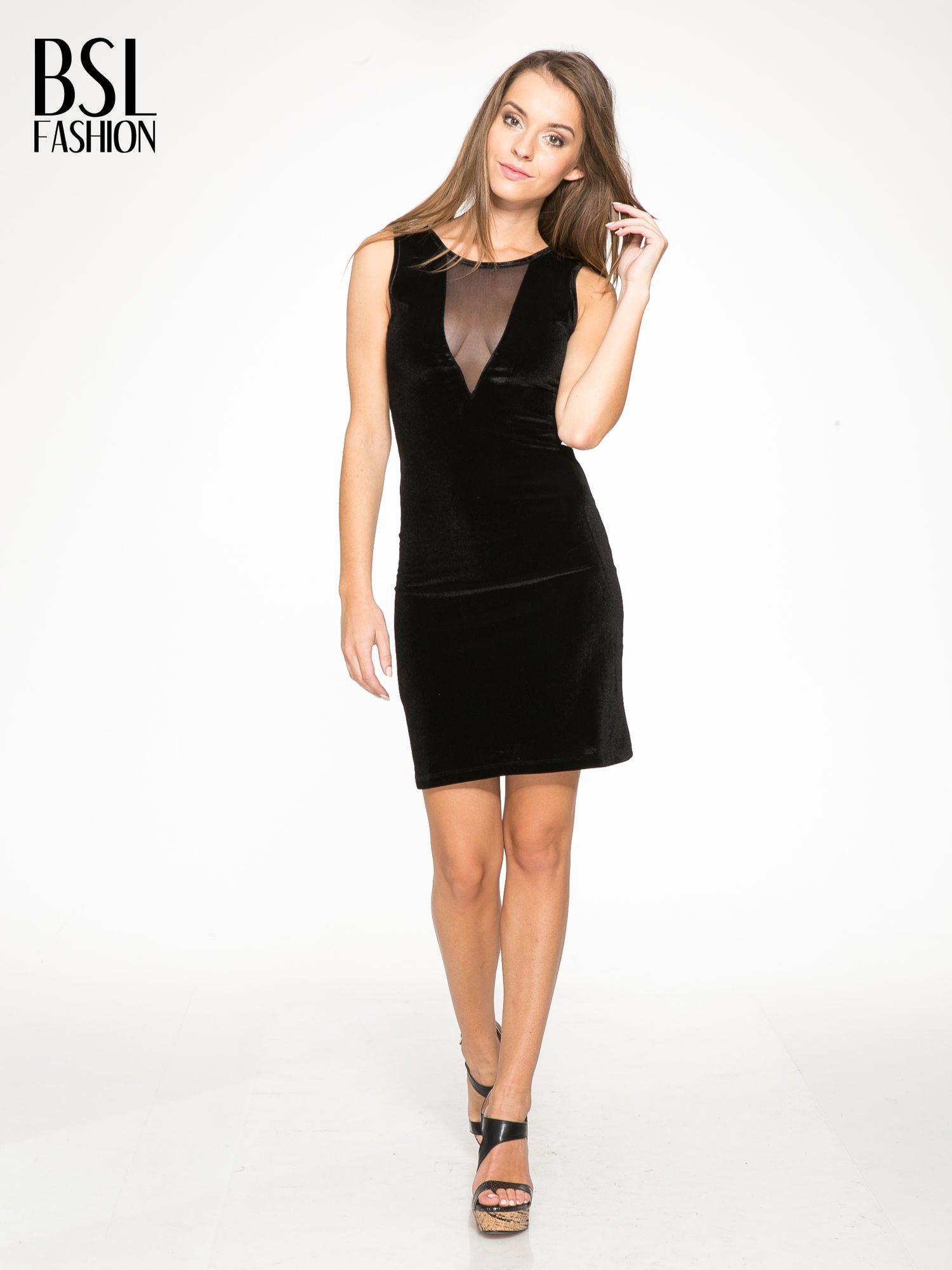 Czarna welurowa sukienka z głębokim tiulowym dekoltem                                  zdj.                                  2