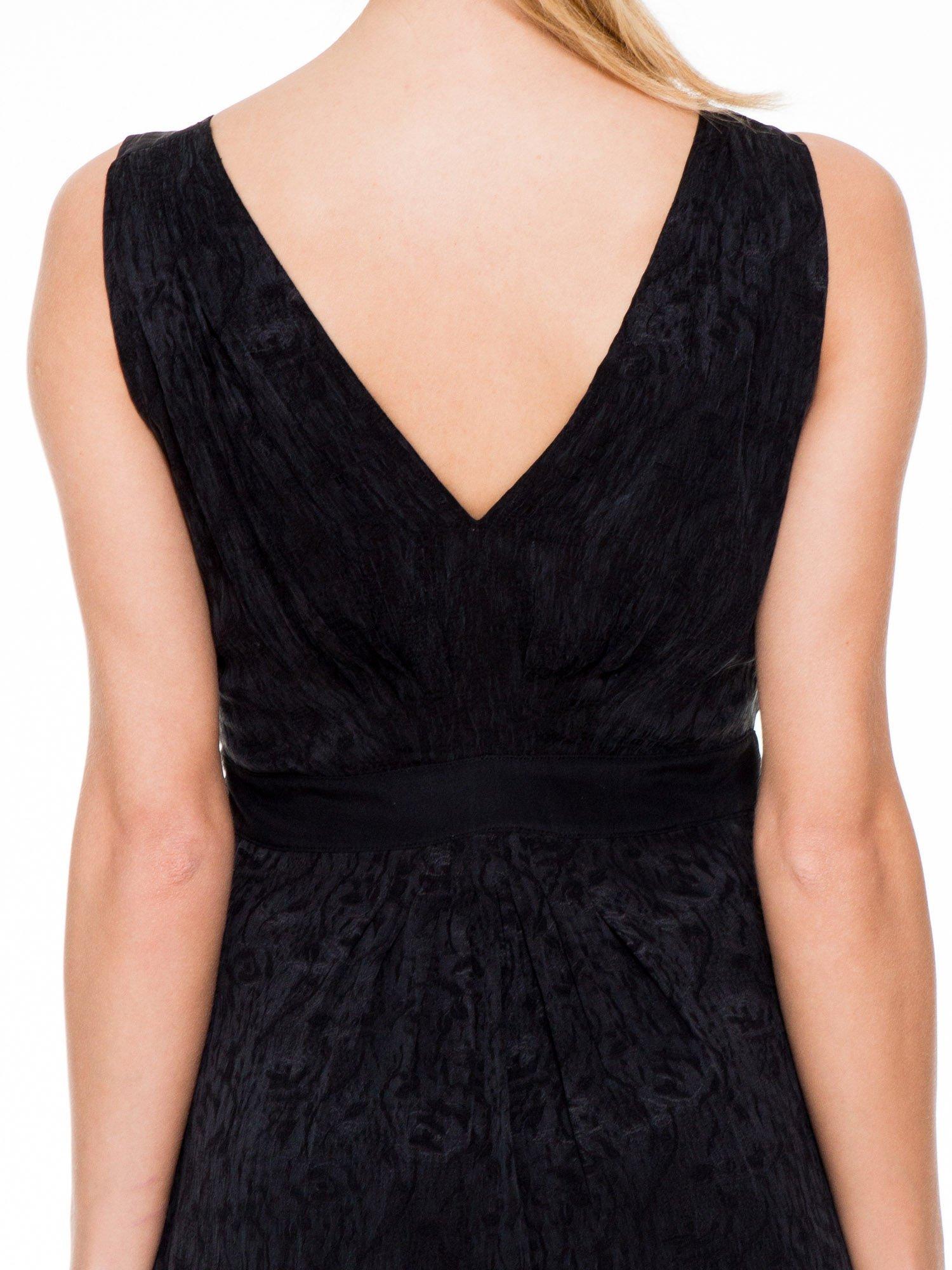 Czarna wzorzysta sukienka z suwakami                                  zdj.                                  7