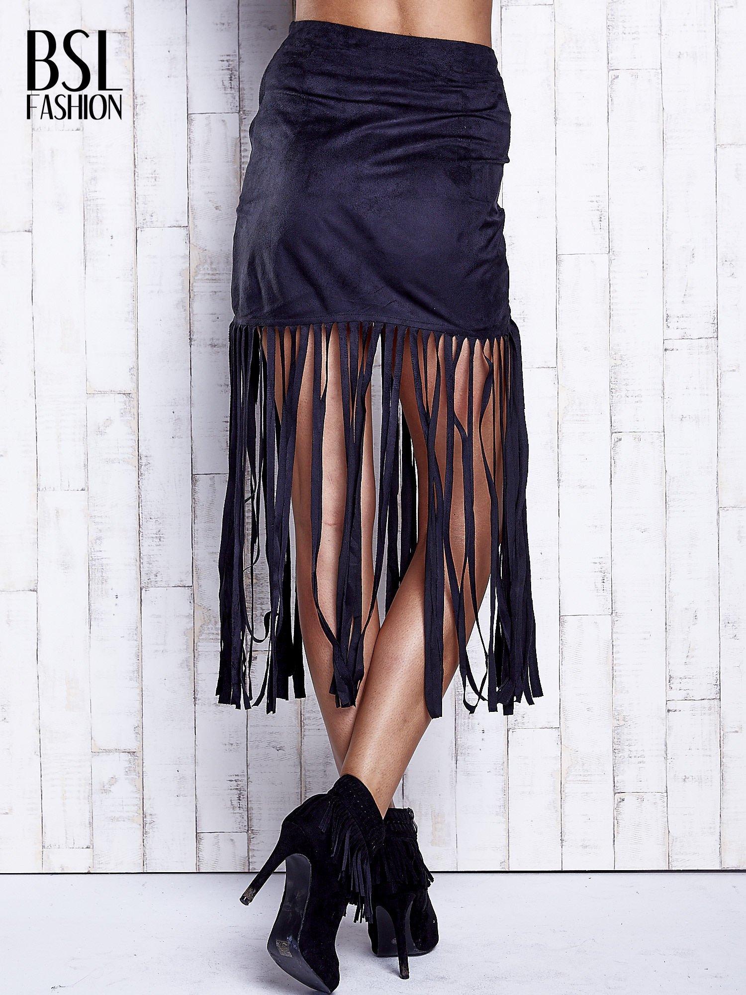 Czarna zamszowa spódnica z frędzlami                                  zdj.                                  2