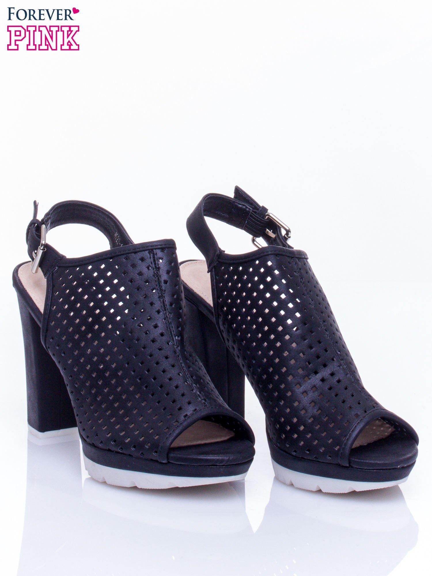 Czarne ażurowe sandały faux leather Smashy na słupku                                  zdj.                                  3