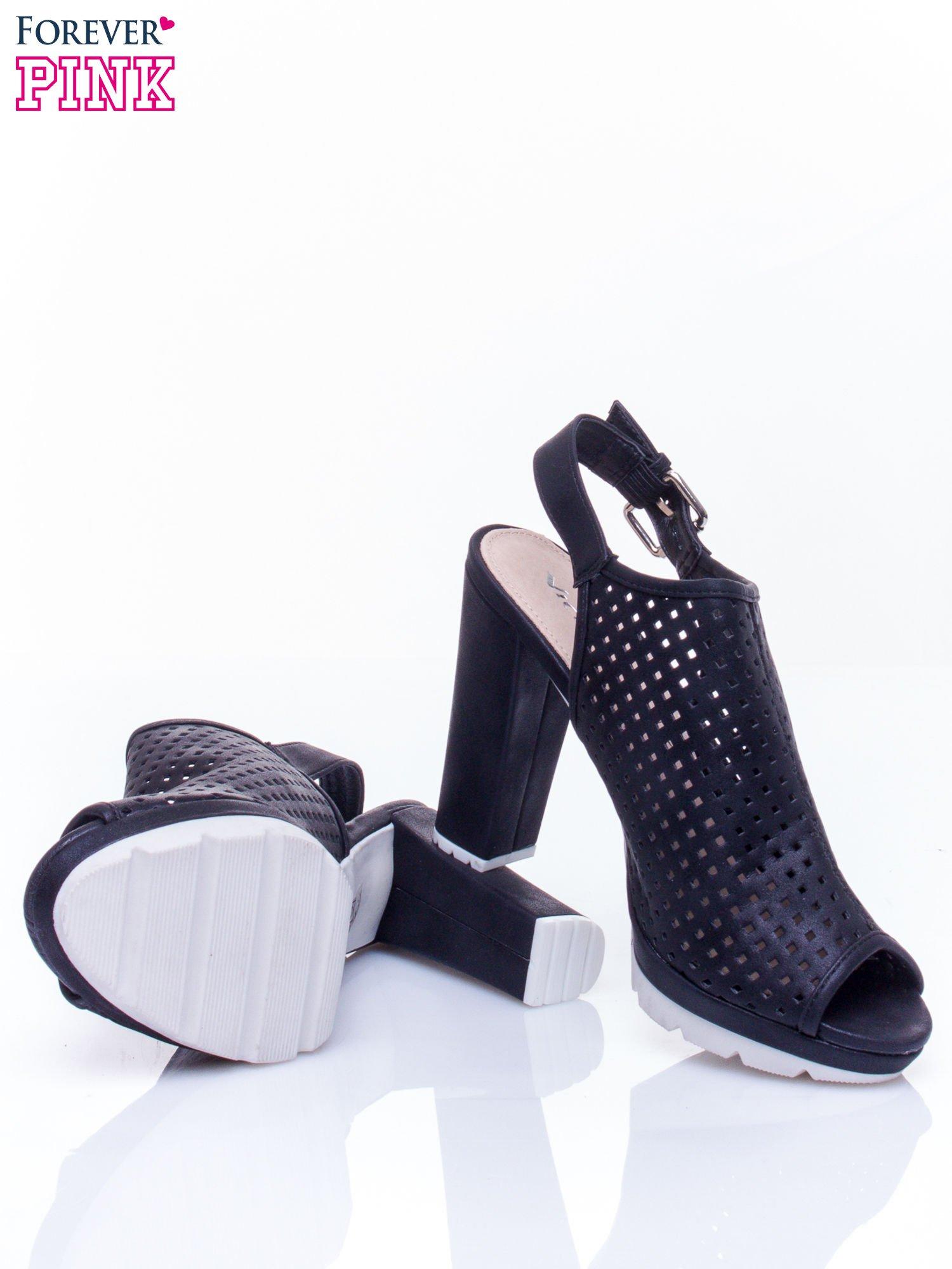 Czarne ażurowe sandały faux leather Smashy na słupku                                  zdj.                                  4
