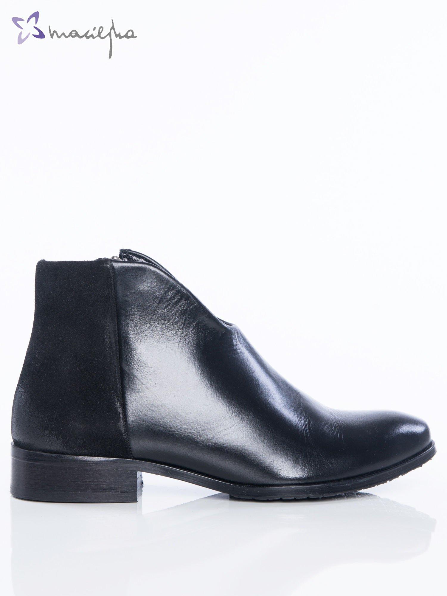 a99f9db1571c9 Czarne botki Maciejka ze skóry na klocku z głęboko wyciętą cholewką z  przodu buta ...