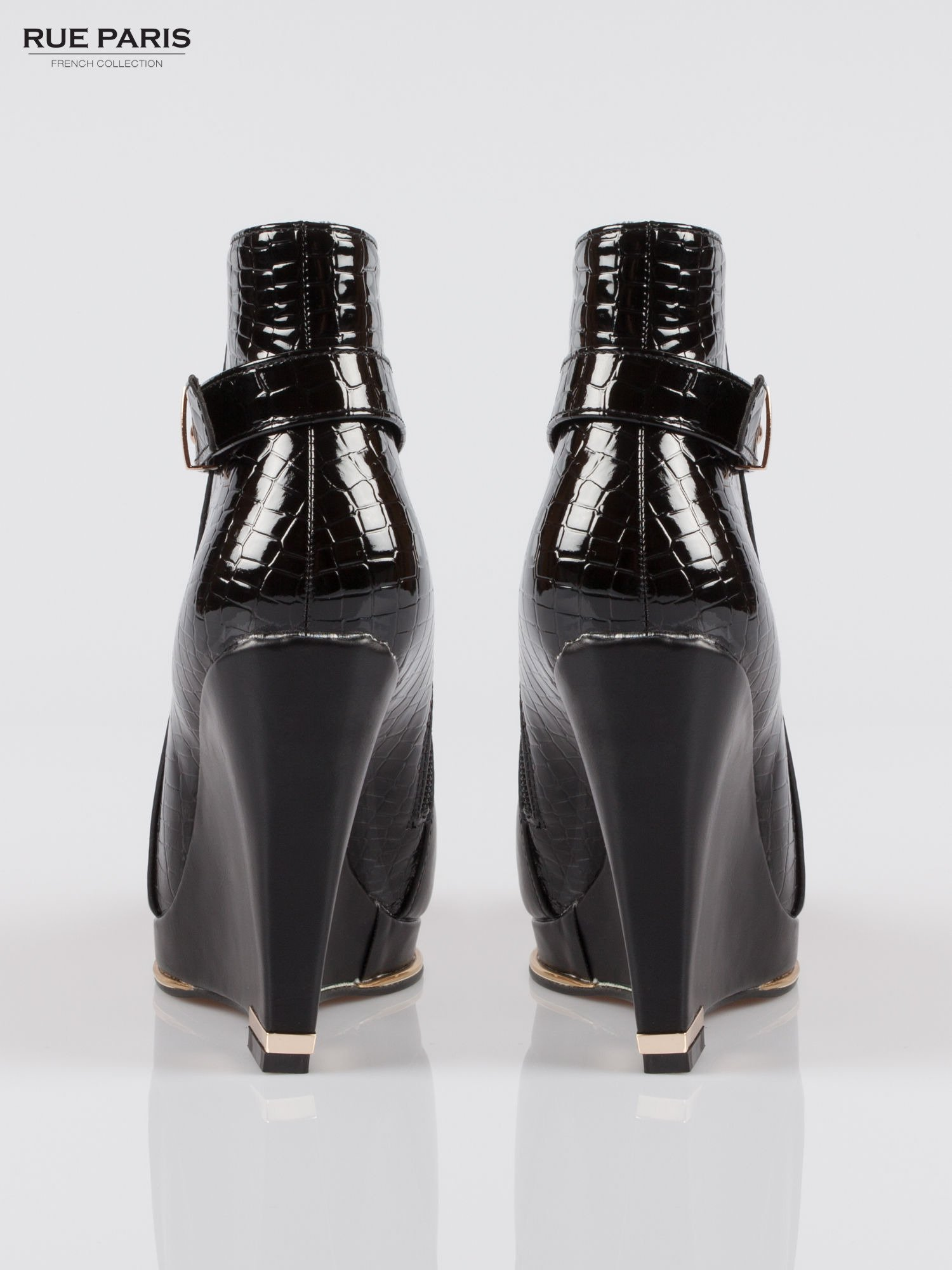 Czarne botki na koturnie z tyłem z lakierowanej skóry krokodyla                                  zdj.                                  3