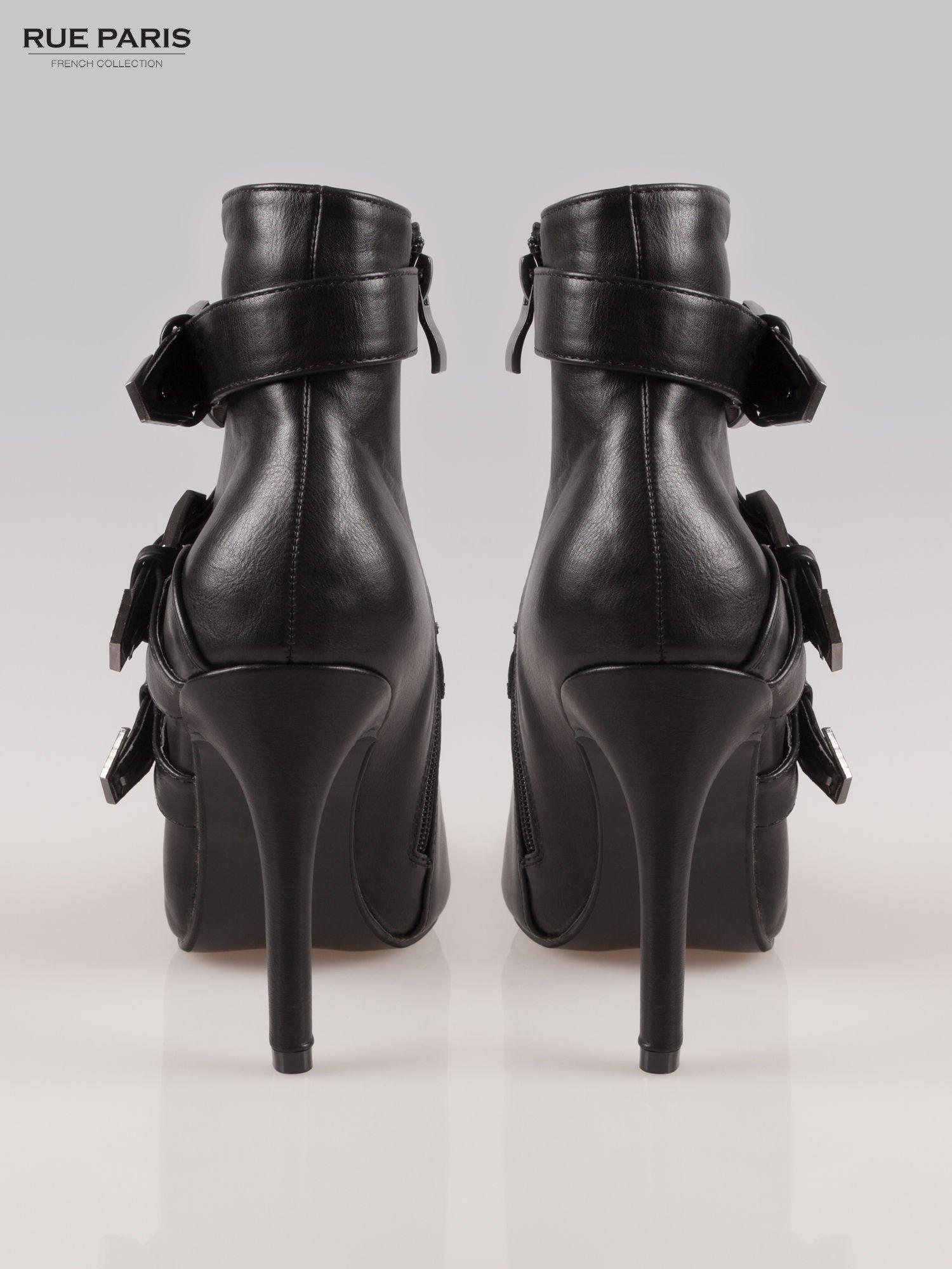 Czarne botki na szpilce z klamrami                                  zdj.                                  3