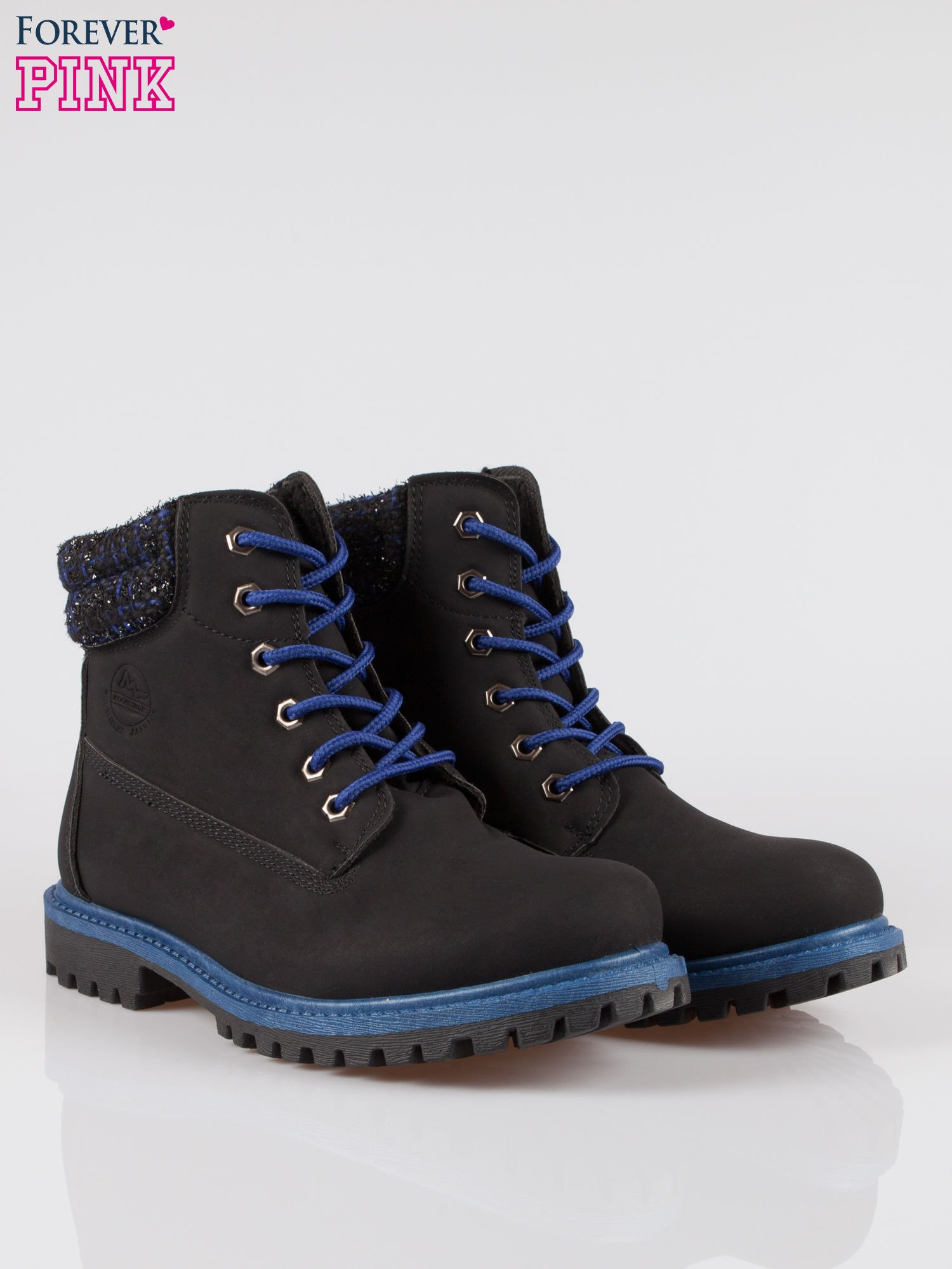Czarne buty trekkingowe traperki z ozdobnym kołnierzem                                  zdj.                                  2