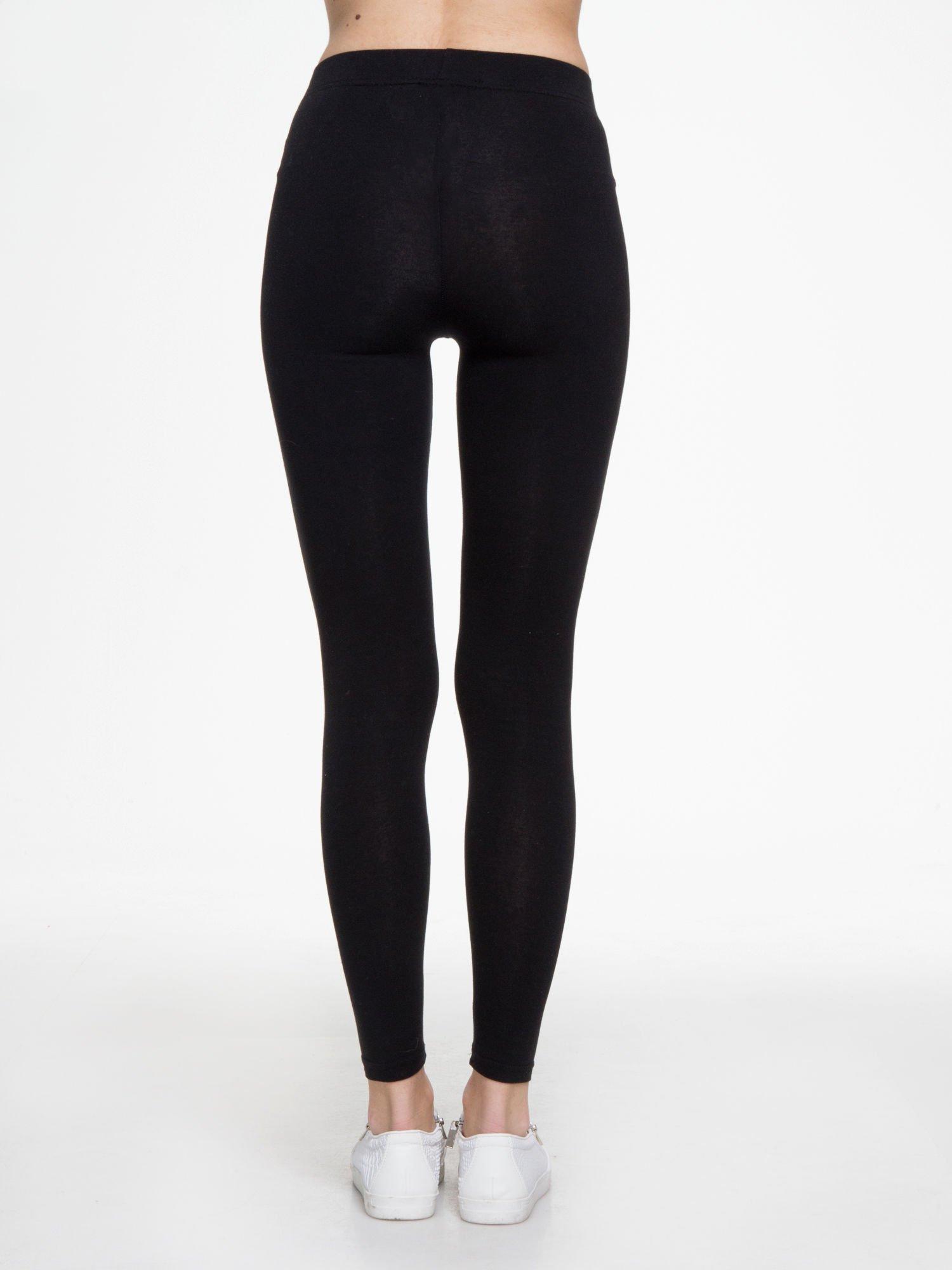 Czarne gładkie elastyczne legginsy                                  zdj.                                  4