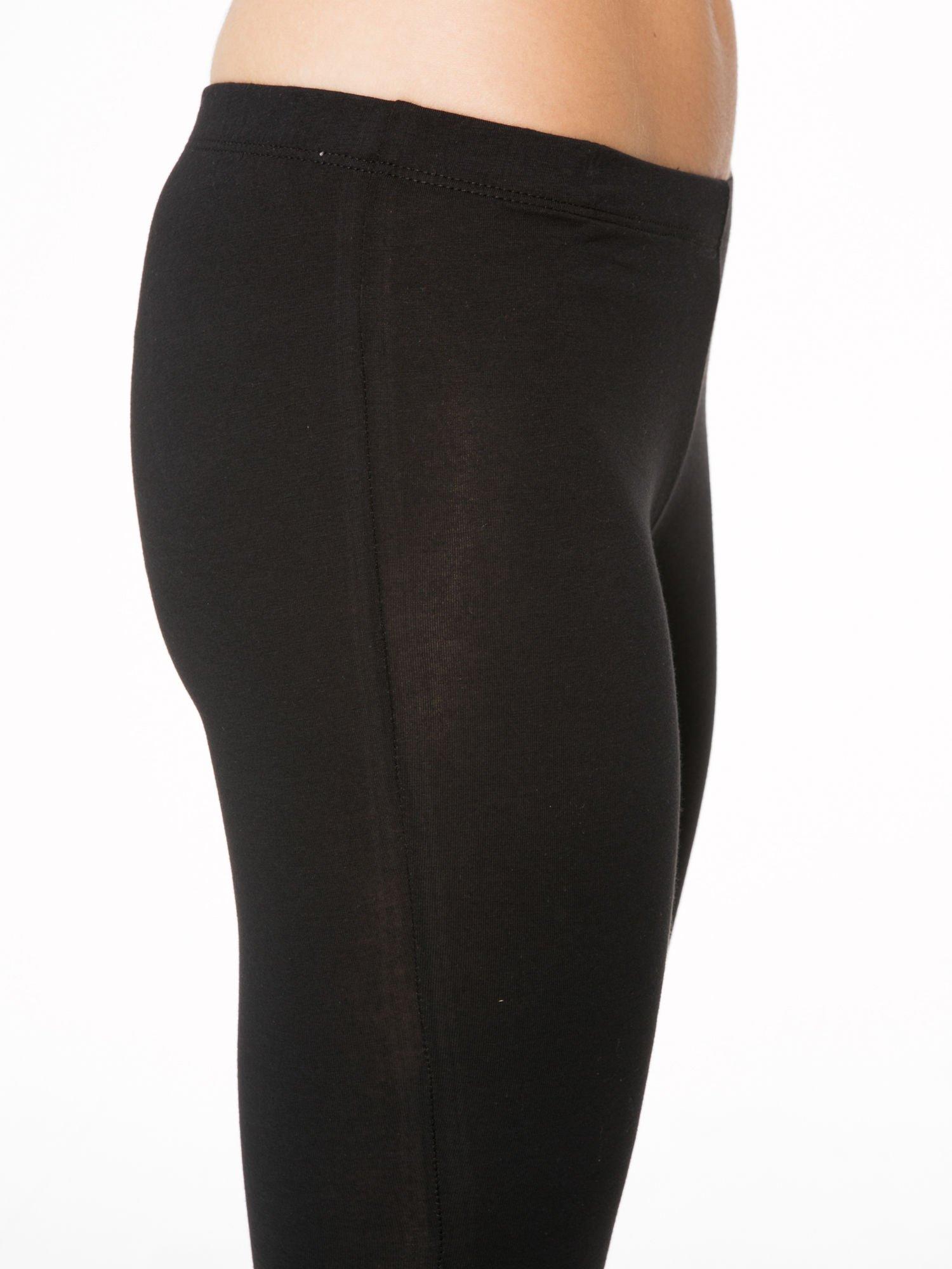 Czarne gładkie legginsy z bawełny                                  zdj.                                  6
