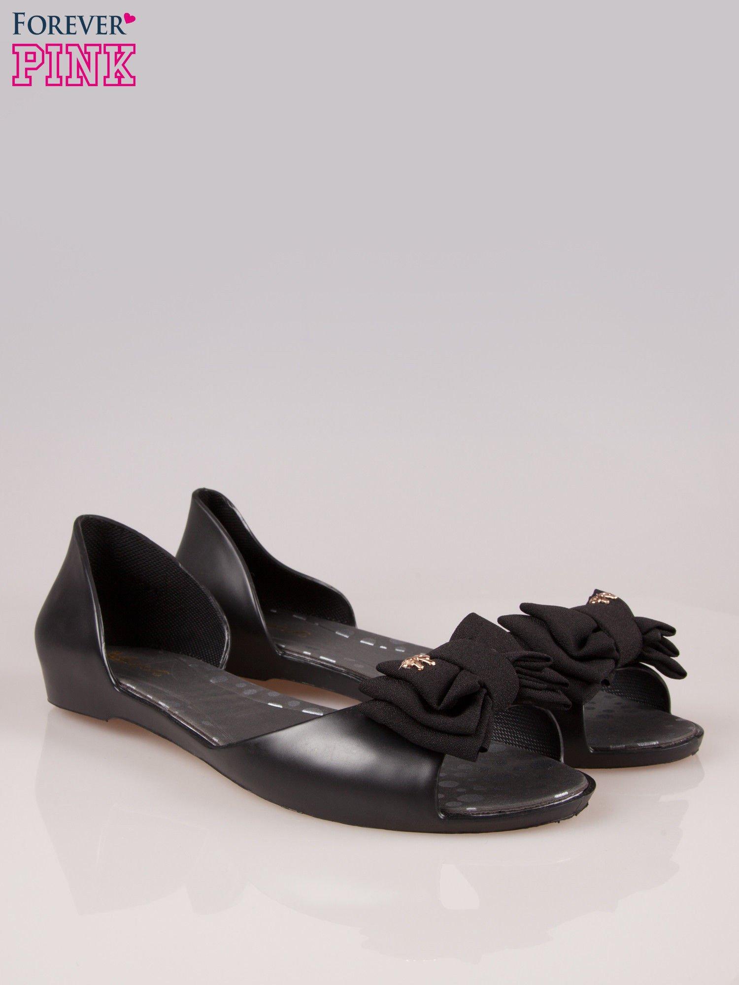 Czarne gumowe baleriny peep toe z materiałową kokardką                                  zdj.                                  2