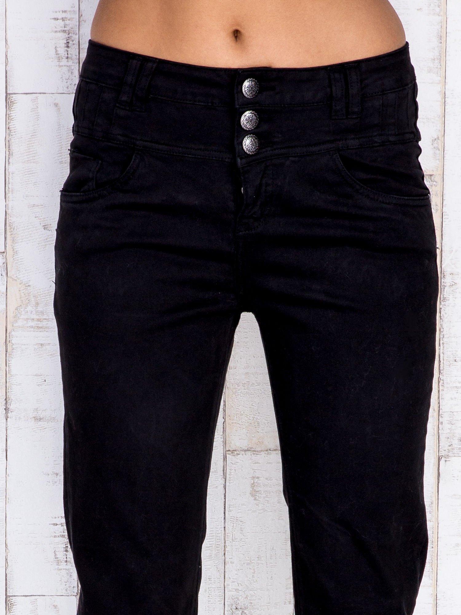 Czarne jeansowe spodnie skinny z wysokim stanem                                  zdj.                                  4