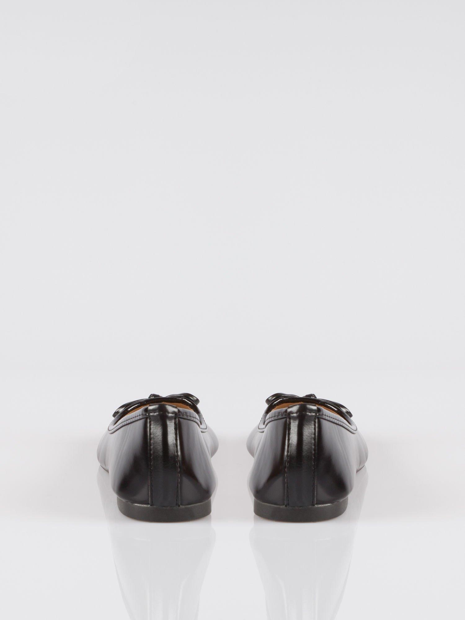 Czarne klasyczne lakierowane baletki faux polish leather z kokardką                                  zdj.                                  2