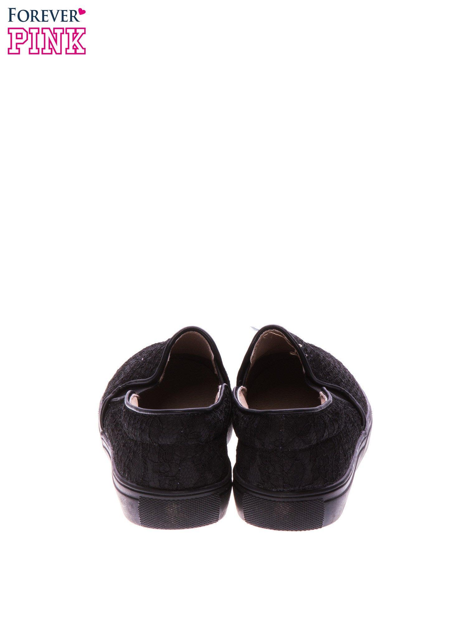 Czarne koronkowe buty slip on                                  zdj.                                  3