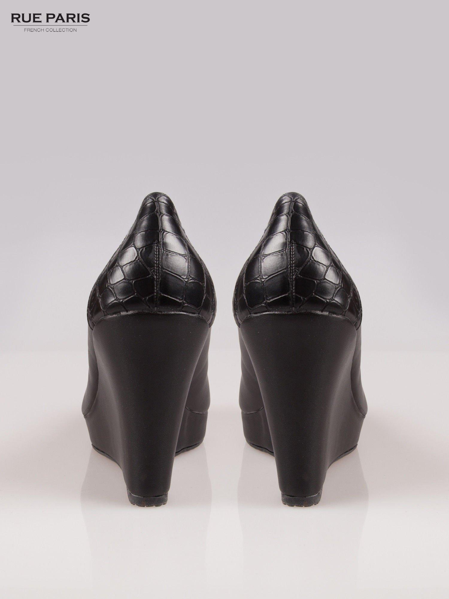Czarne koturny faux leather Good Luck z ozdobnym tyłem ze skóry krokodyla                                  zdj.                                  3