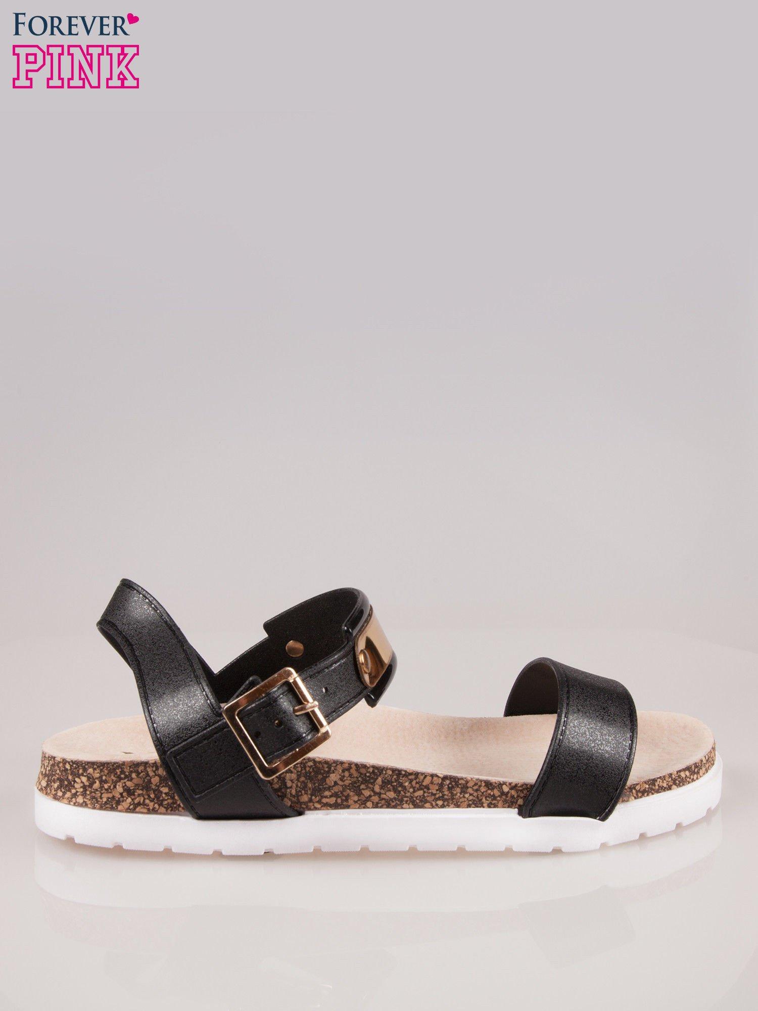 Czarne płaskie sandały z blaszką na korkowej podeszwie                                  zdj.                                  1