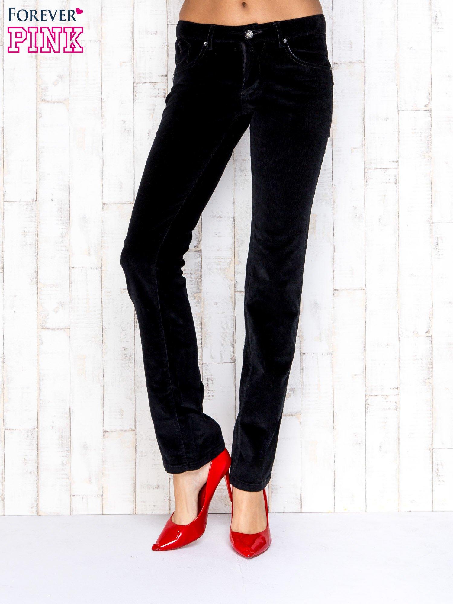 Czarne proste sztruksowe spodnie                                   zdj.                                  1