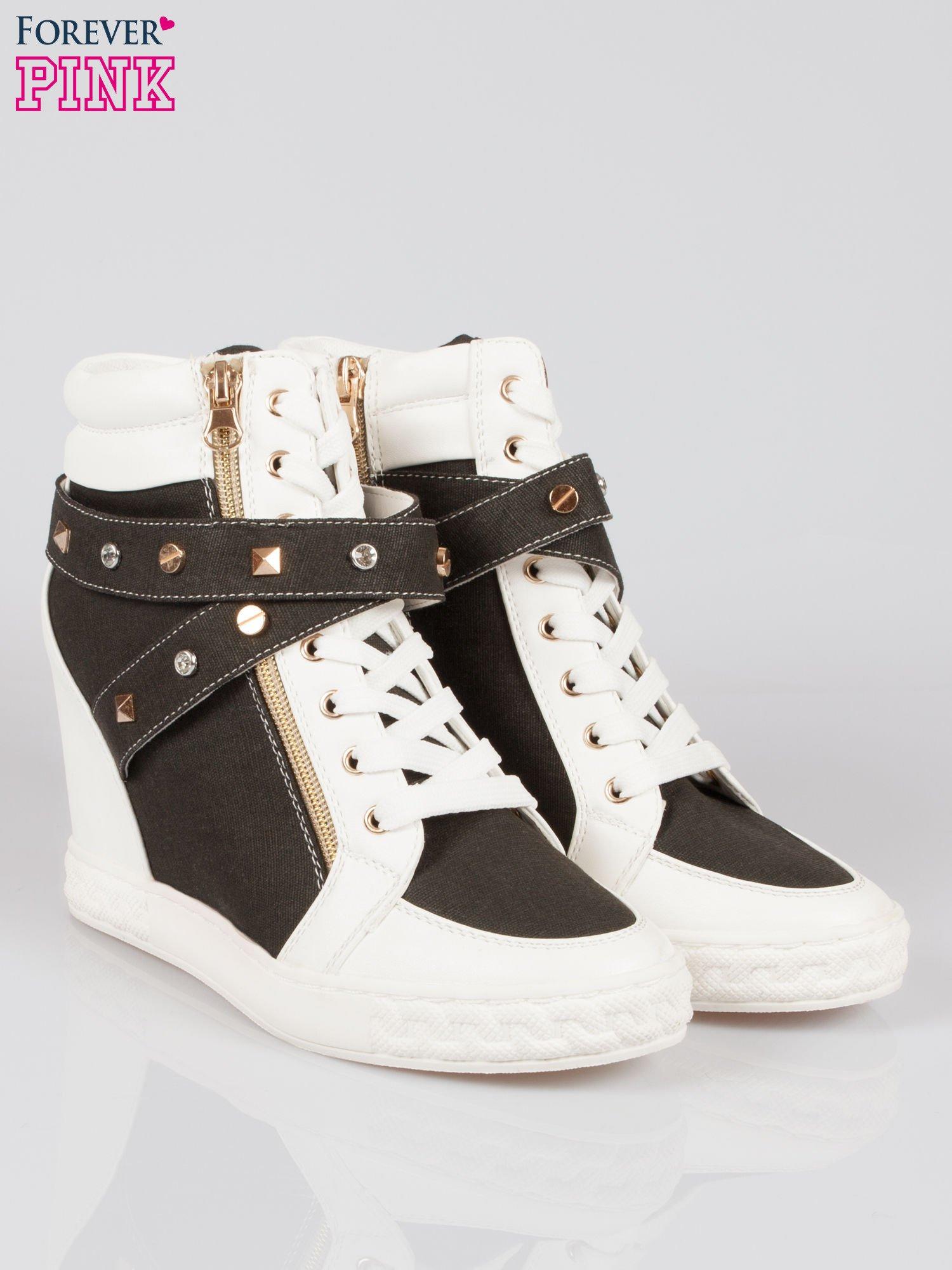 Czarne sneakersy z dżetami i suwakiem                                  zdj.                                  2