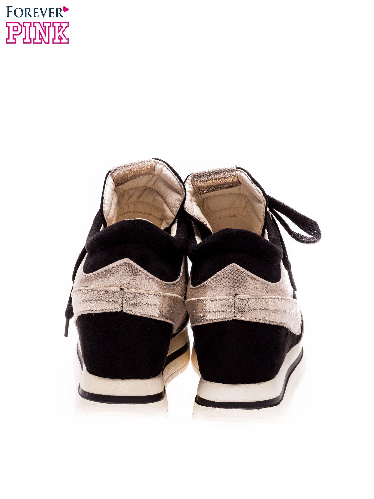 Czarne sneakersy ze złotą wstawką                                  zdj.                                  3