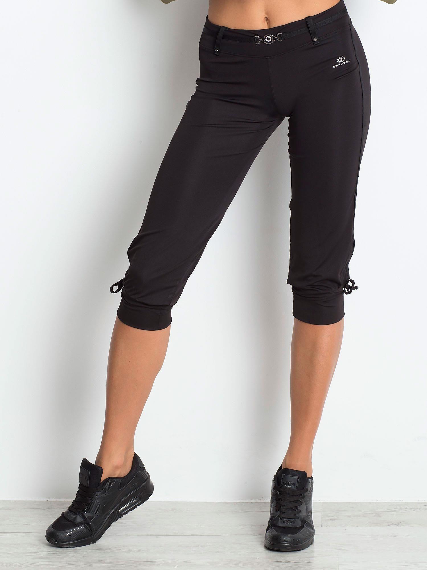 Czarne spodnie capri z troczkami przy nogawkach                                  zdj.                                  1