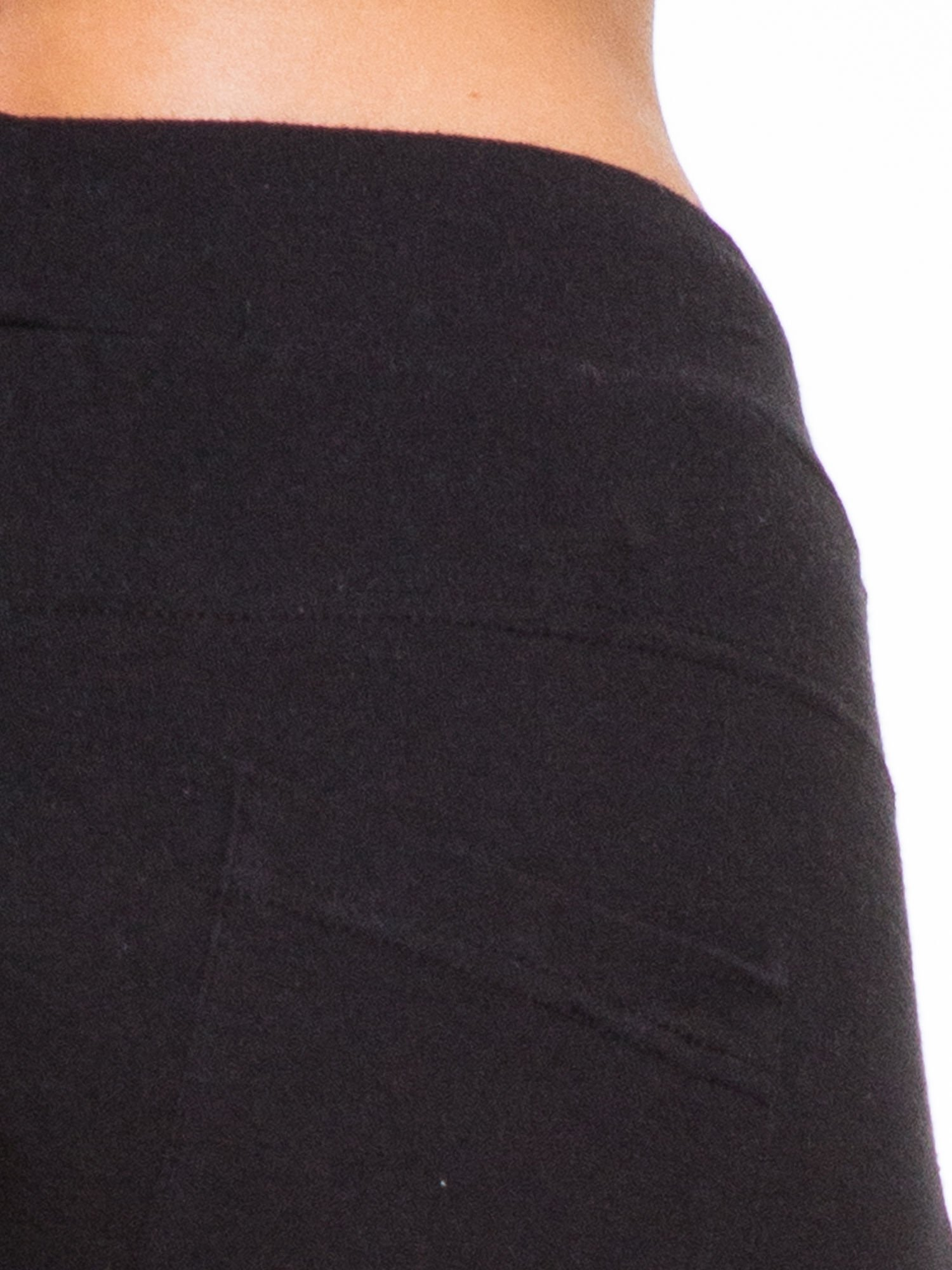 Czarne spodnie dresowe wiązane w pasie                                  zdj.                                  6