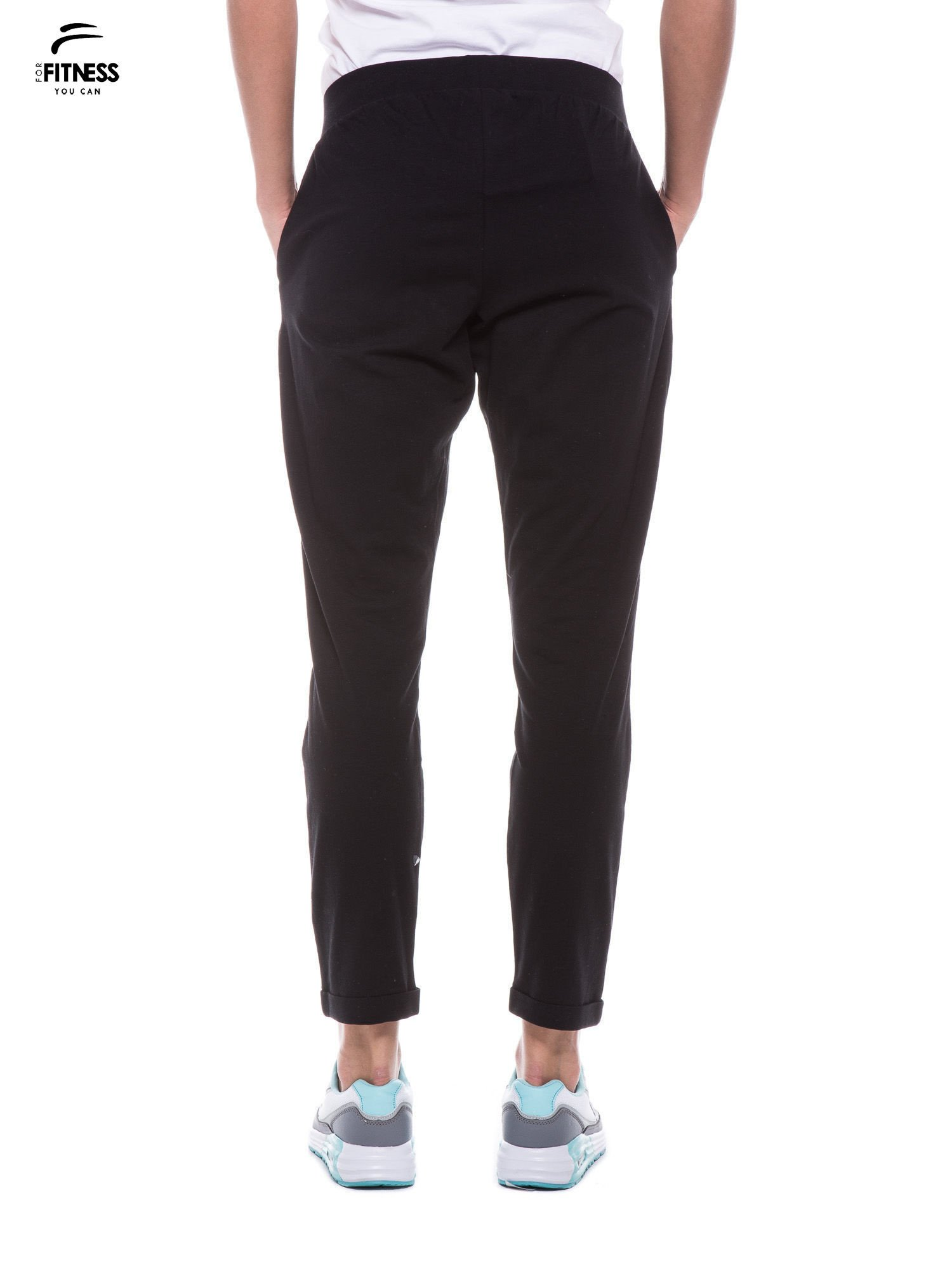 Czarne spodnie dresowe z prostą nogawką                                  zdj.                                  3