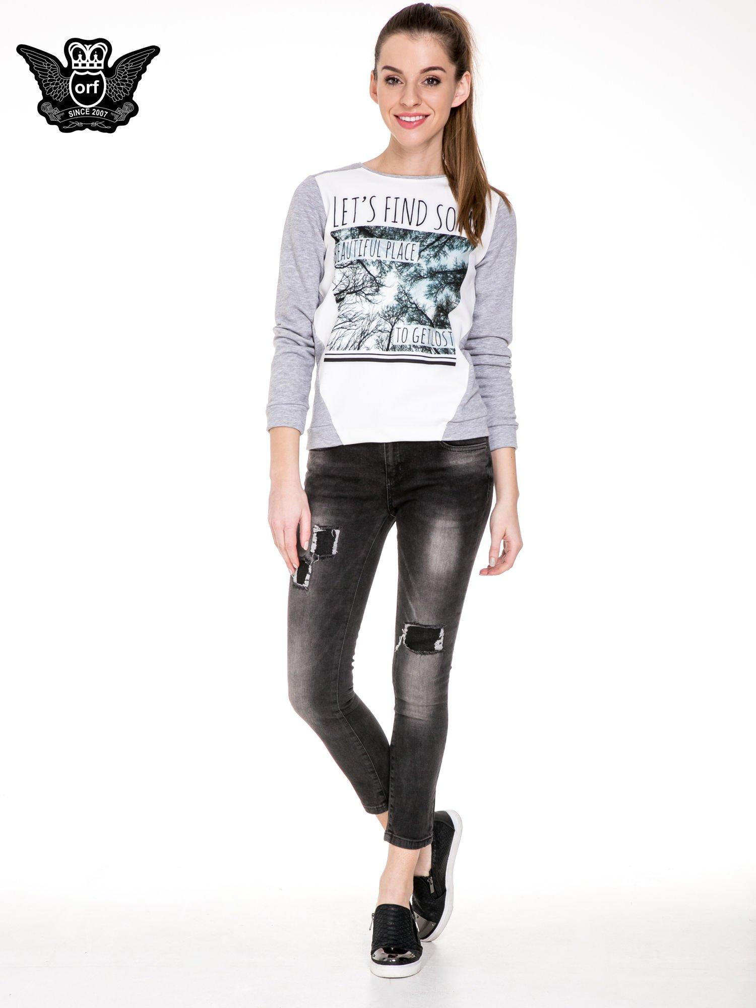 Czarne spodnie jeansowe 7/8 z przetarciami i łatami                                  zdj.                                  2