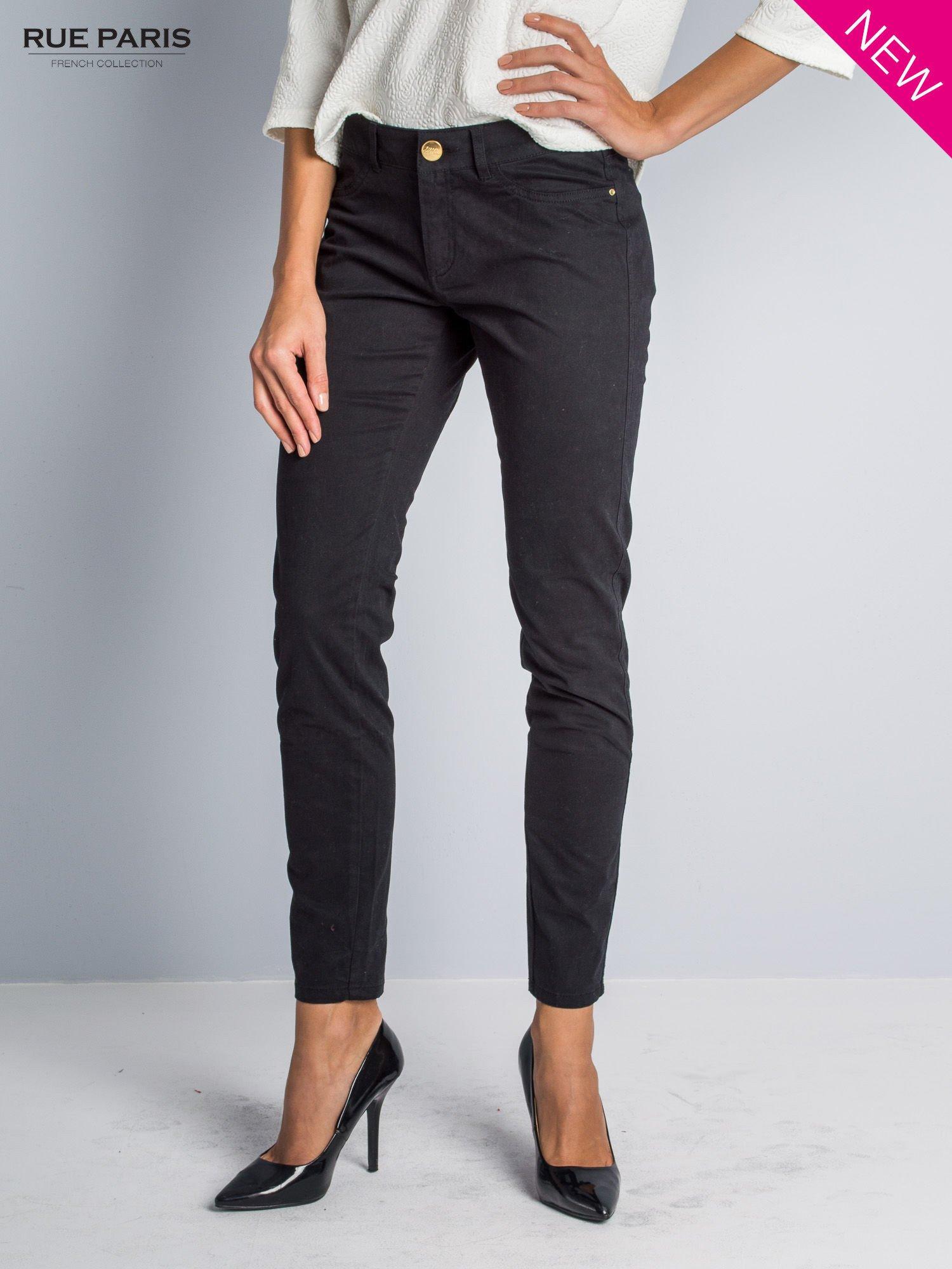 Czarne spodnie materiałowe w stylu chinos                                  zdj.                                  1