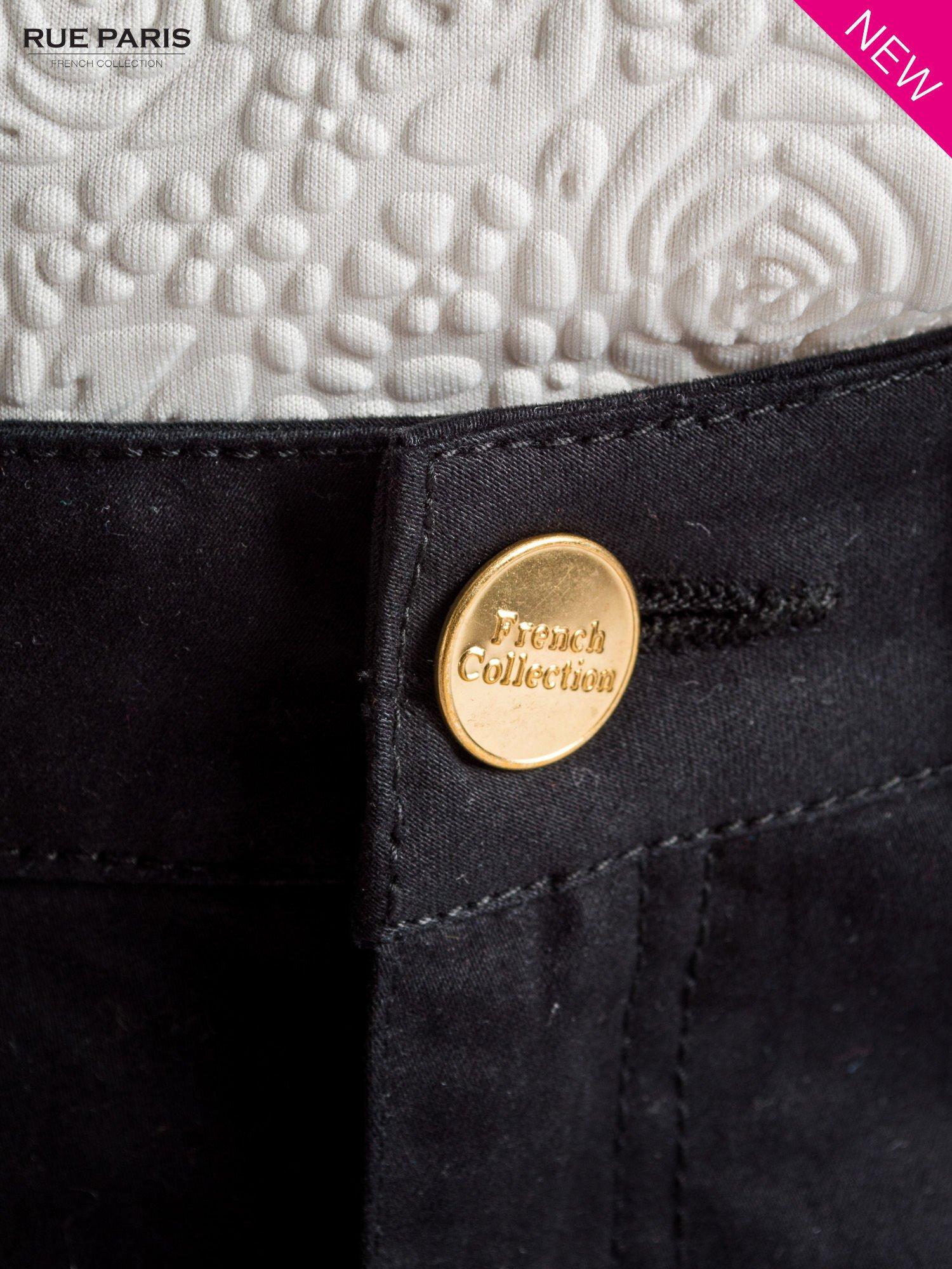 Czarne spodnie materiałowe w stylu chinos                                  zdj.                                  4
