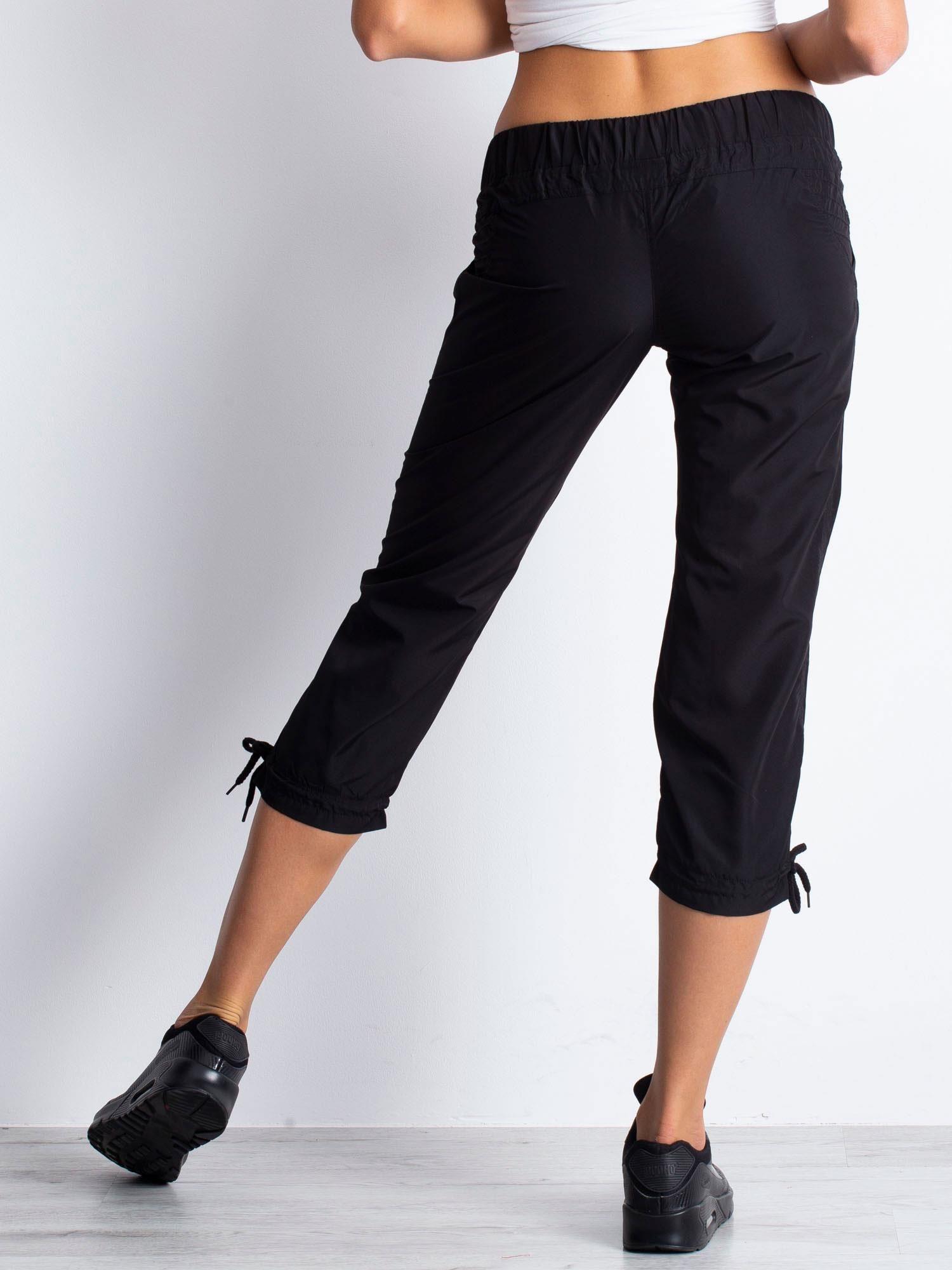 Czarne spodnie sportowe capri z guzikami                                  zdj.                                  5