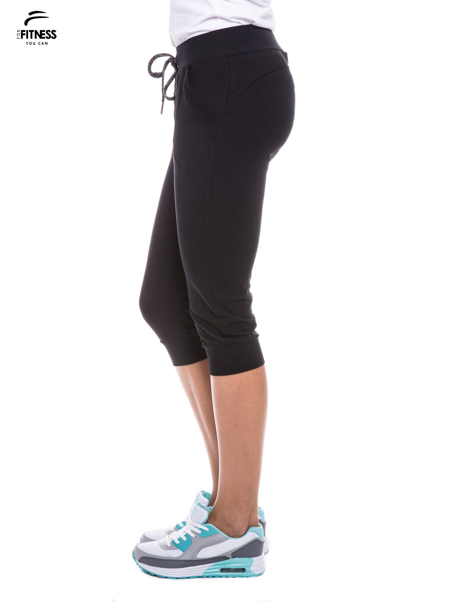 Czarne sportowe spodnie za kolano typu capri                                  zdj.                                  3