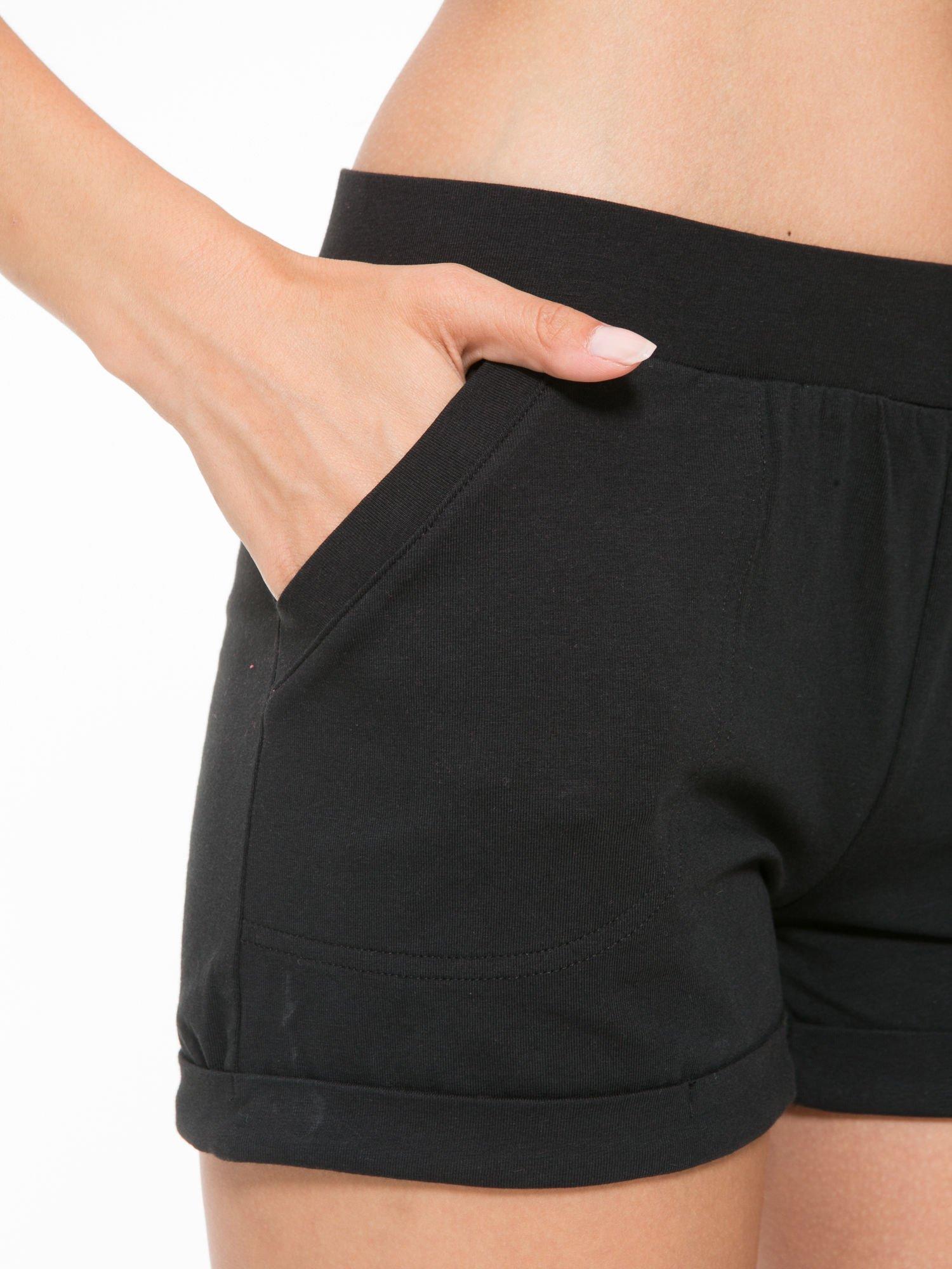 Czarne szorty dresowe z kieszeniami                                  zdj.                                  7