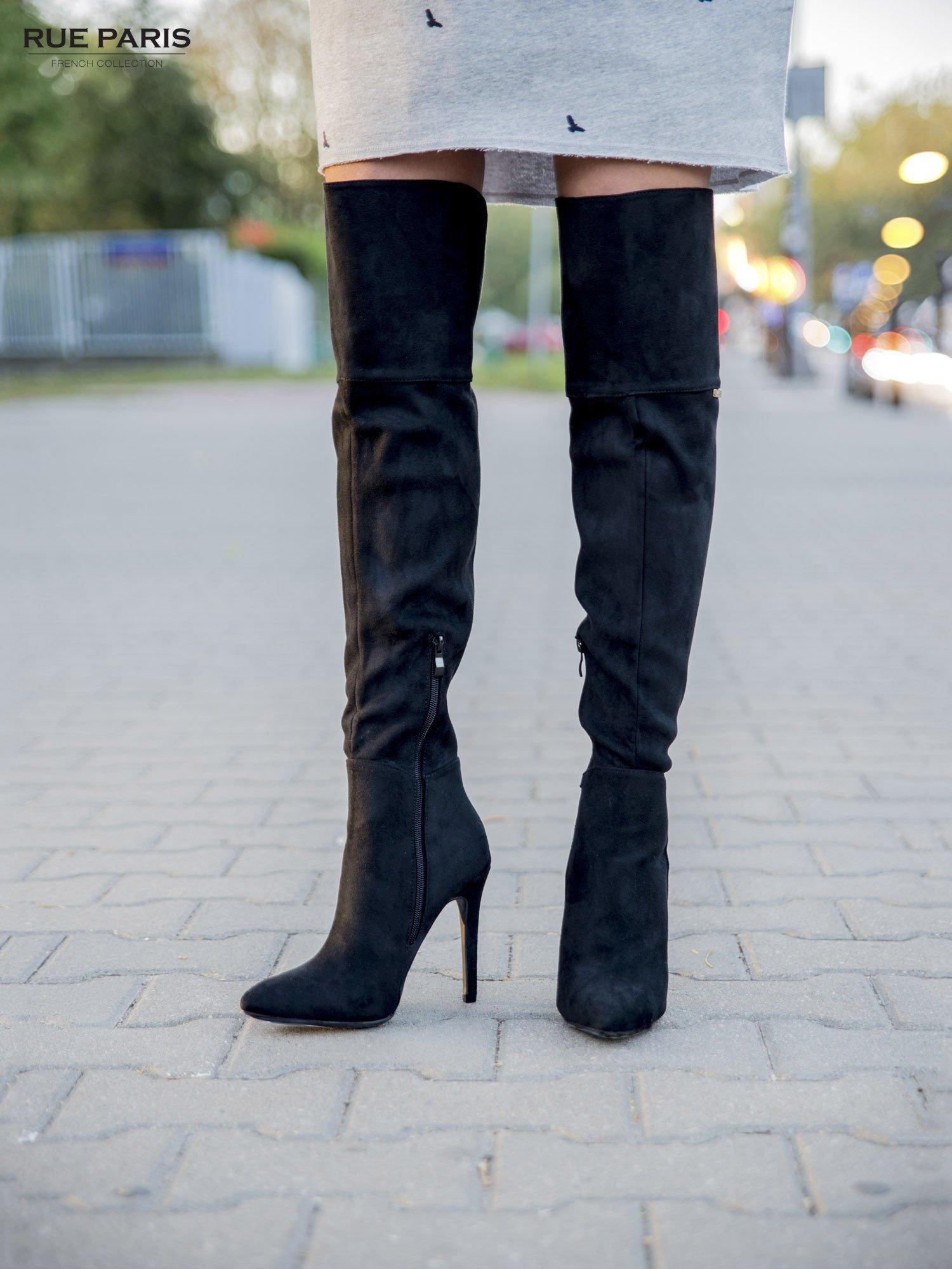 Czarne zamszowe kozaki na szpilkach za kolano                                  zdj.                                  4