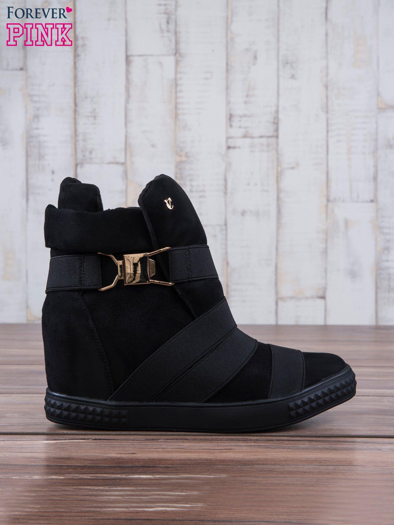 Czarne zamszowe sneakersy bandage z klamerką Lucky                                  zdj.                                  2