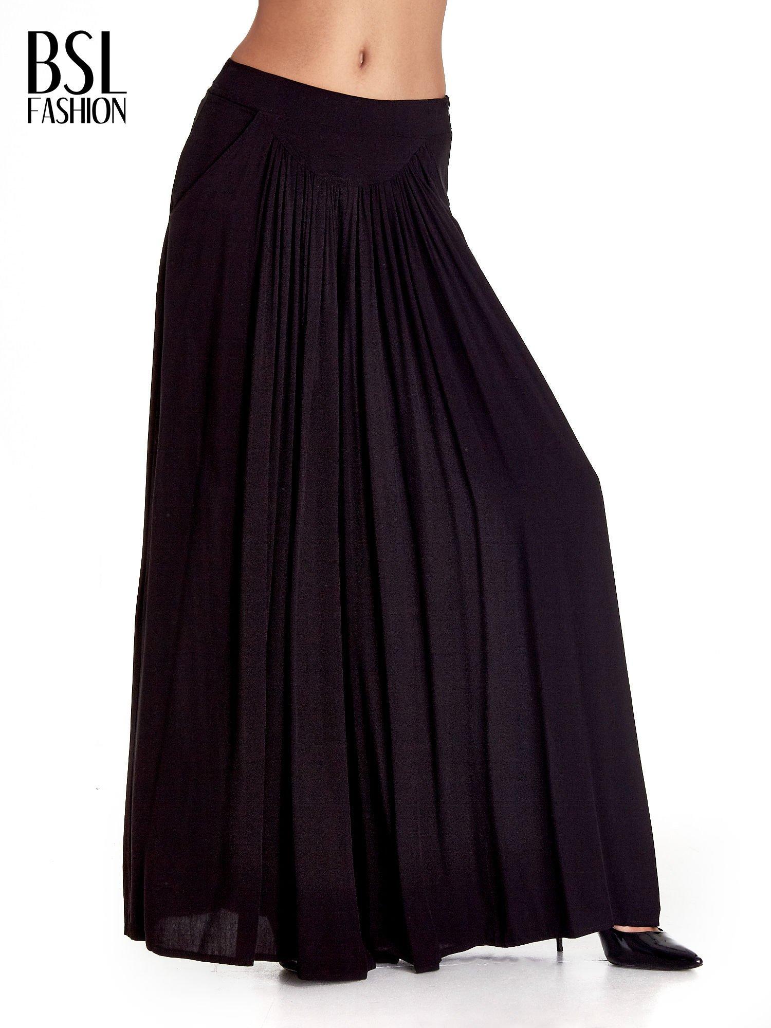 Czarne zwiewne spodnie typu culottes                                  zdj.                                  1