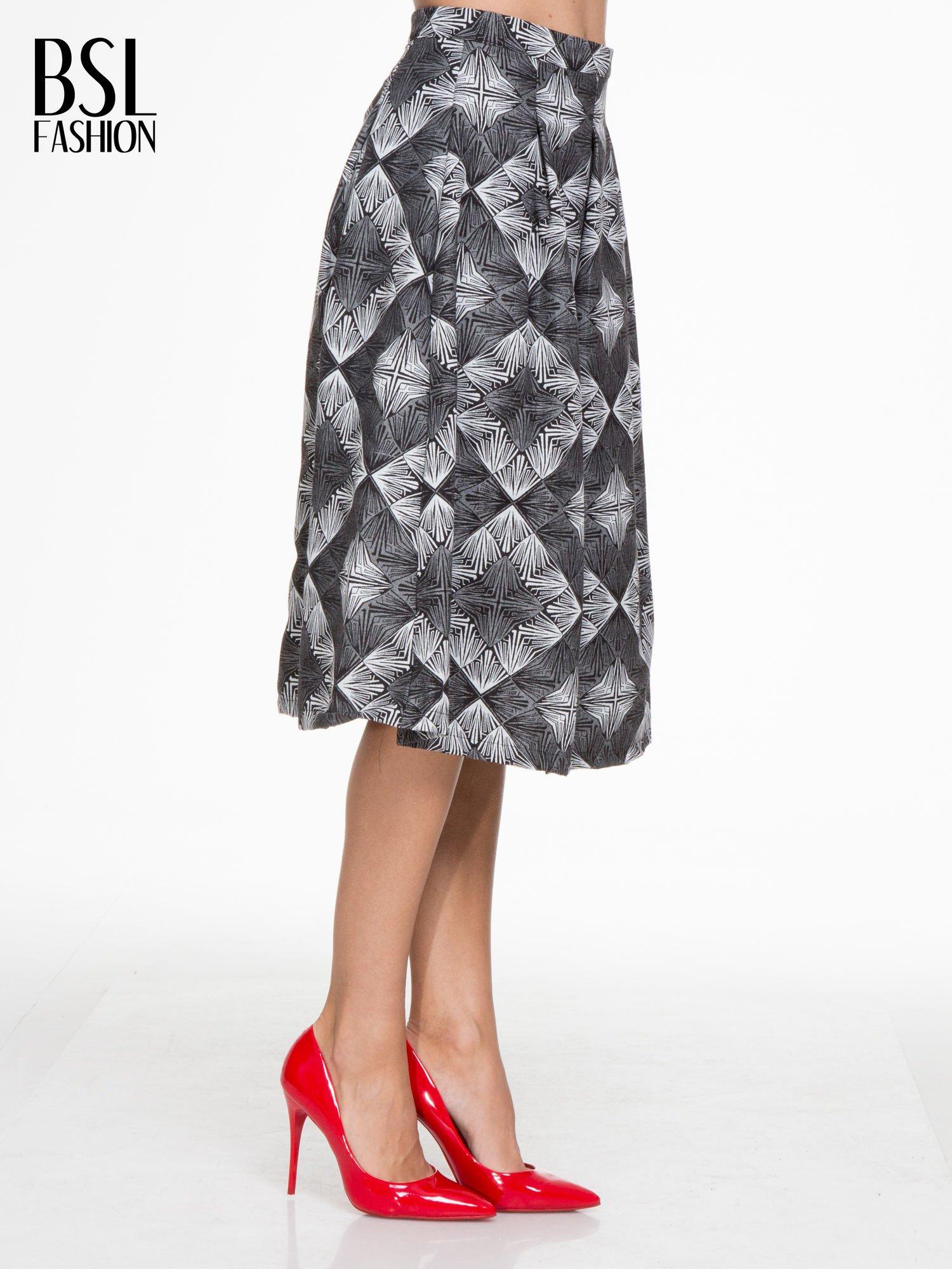 Czarno-biała rozkloszowa spódnica midi w ornamentowy wzór II                                  zdj.                                  3
