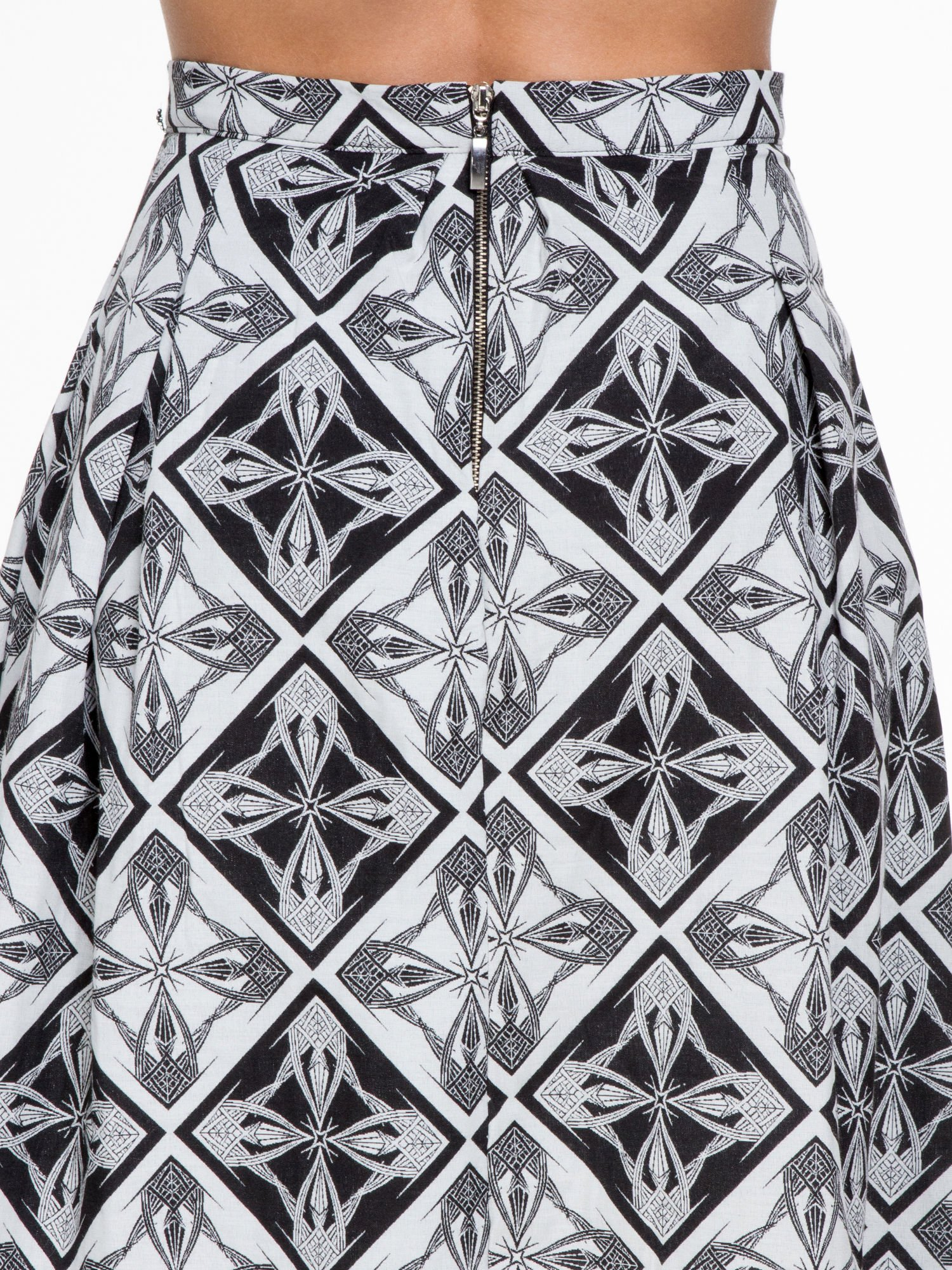 Czarno-biała rozkloszowana spódnica midi w ornamentowy wzór II                                  zdj.                                  6