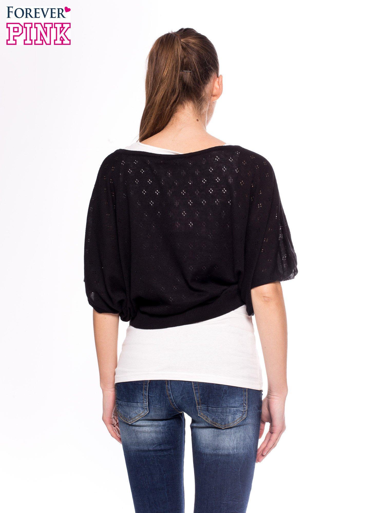 Czarny ażurowy sweterek z krótkim rękawem                                  zdj.                                  4
